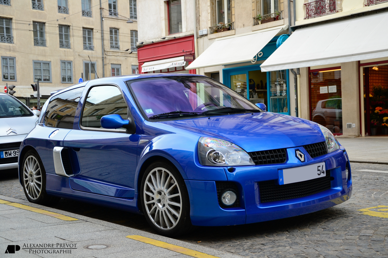 http://upload.wikimedia.org/wikipedia/commons/1/1d/Renault_Clio_V6_-_Flickr_-_Alexandre_Pr%C3%A9vot_(1).jpg