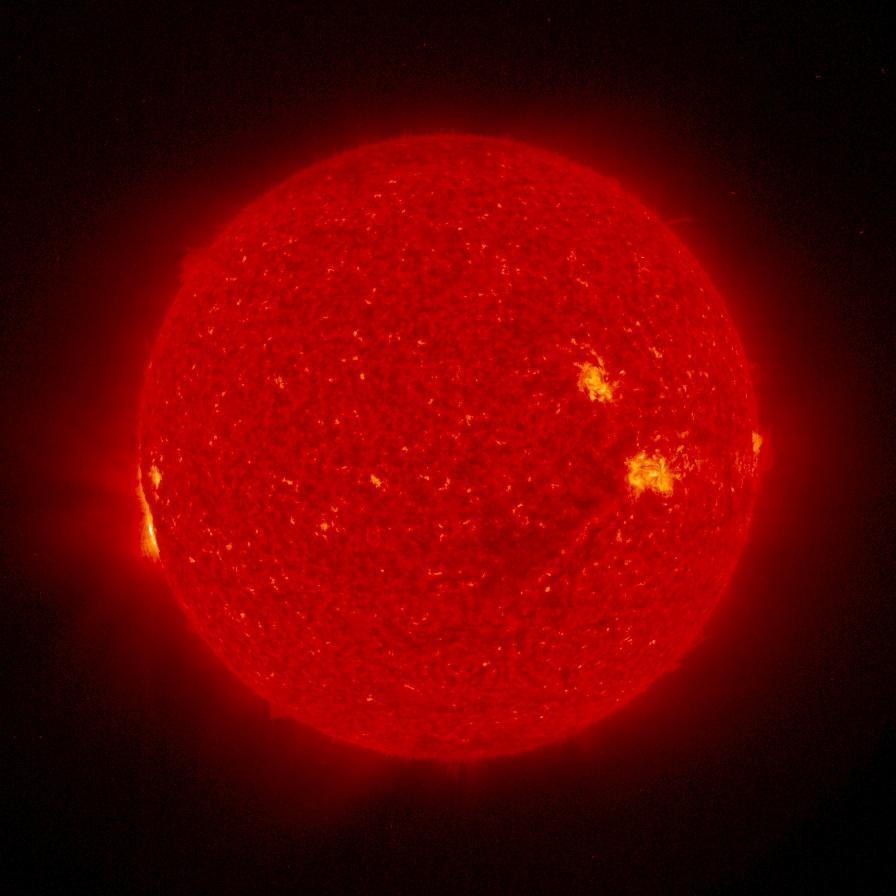 Факелы — светлые области на поверхности Солнца