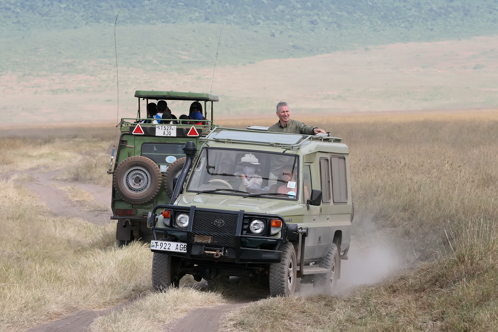 File:Safari vehicles.jpg - Wikipedia, the free encyclopedia