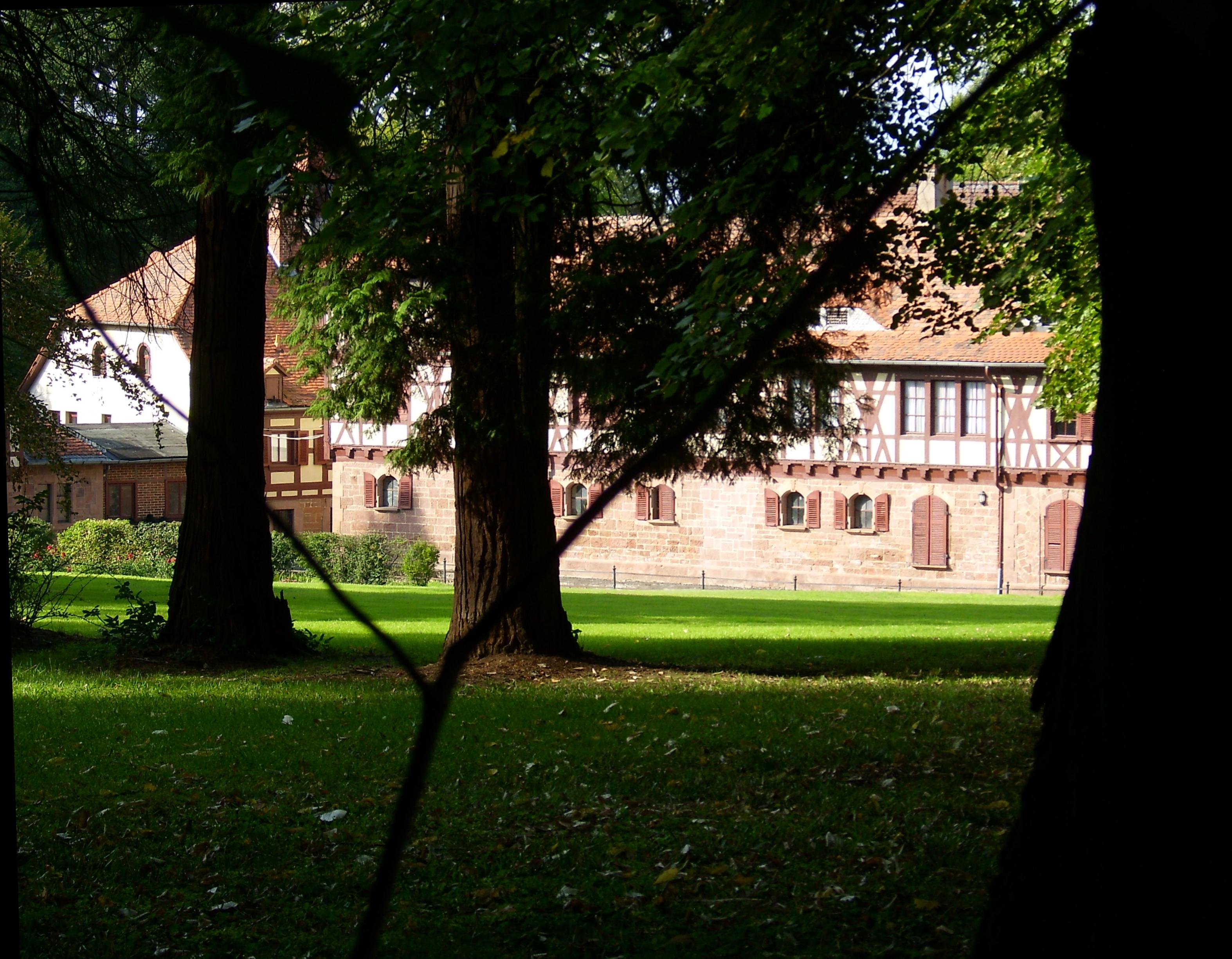 File:Schloss Plausdorf Wirtschaftsgebaeude.jpg - Wikimedia Commons