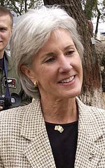 Kansas Governor Kathleen Sebelius speaks with ...