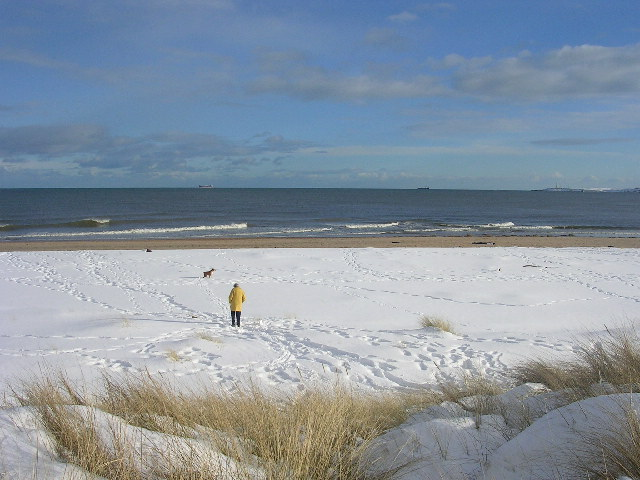 File:Snow covered beach at Donmouth - geograph.org.uk - 133896.jpg