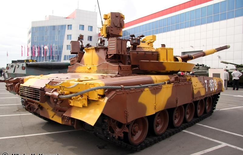 T-80UM-1_at_VTTV-Omsk-2009_-02.jpg