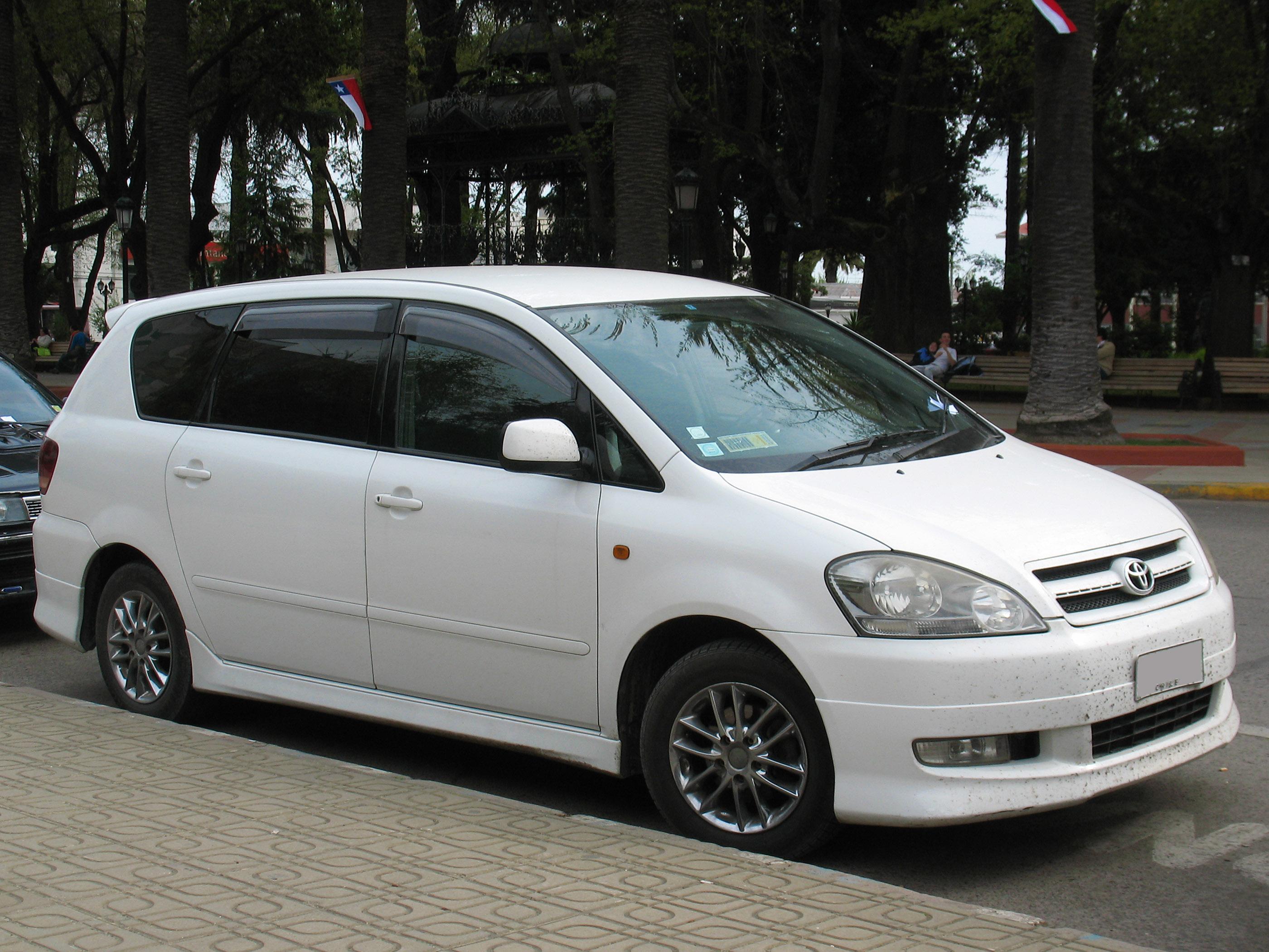 File:Toyota Ipsum 240i 2001 (15279920111).jpg