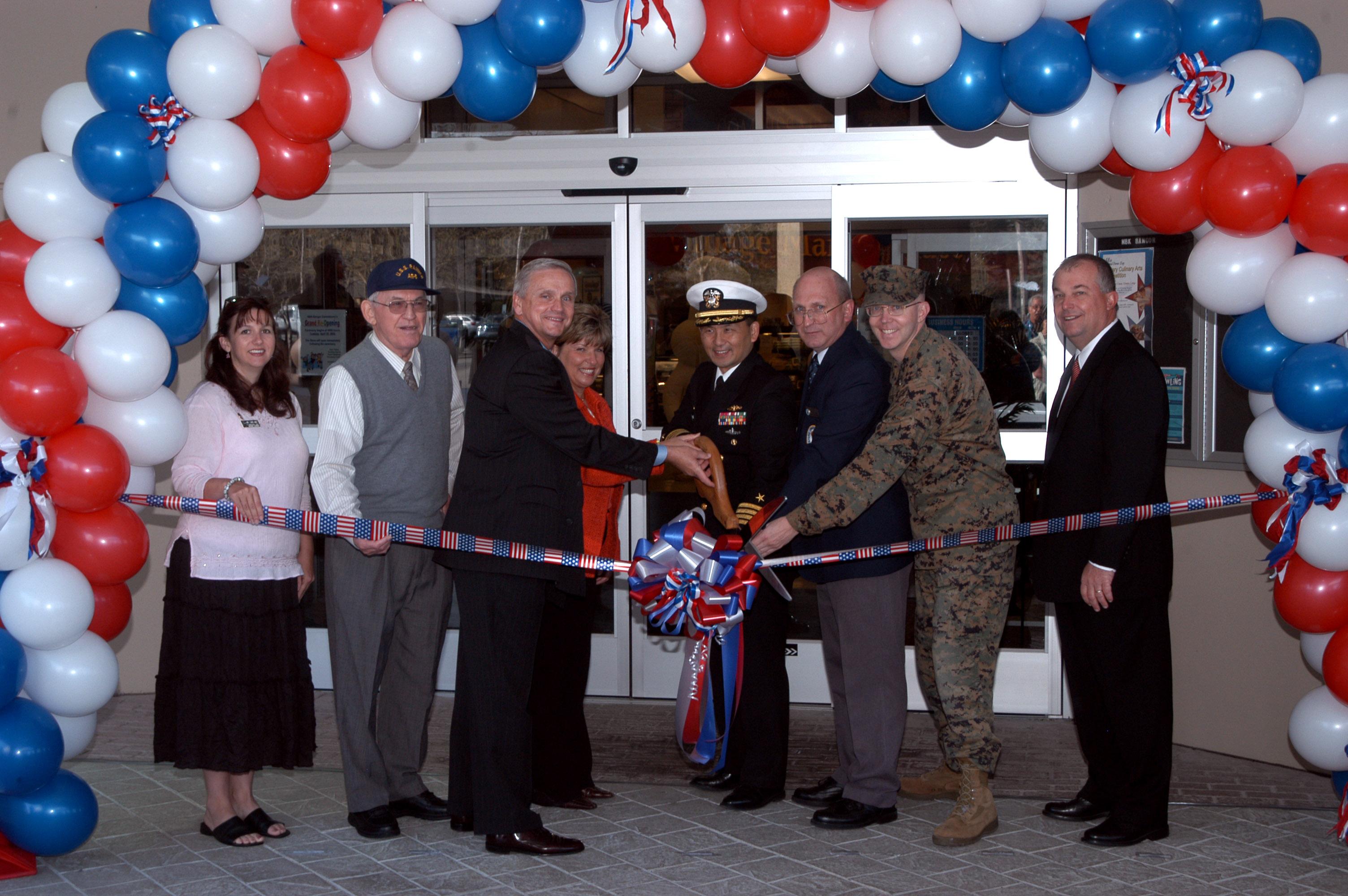 File Us Navy 060425 N 2789g 001 Commander Naval Base
