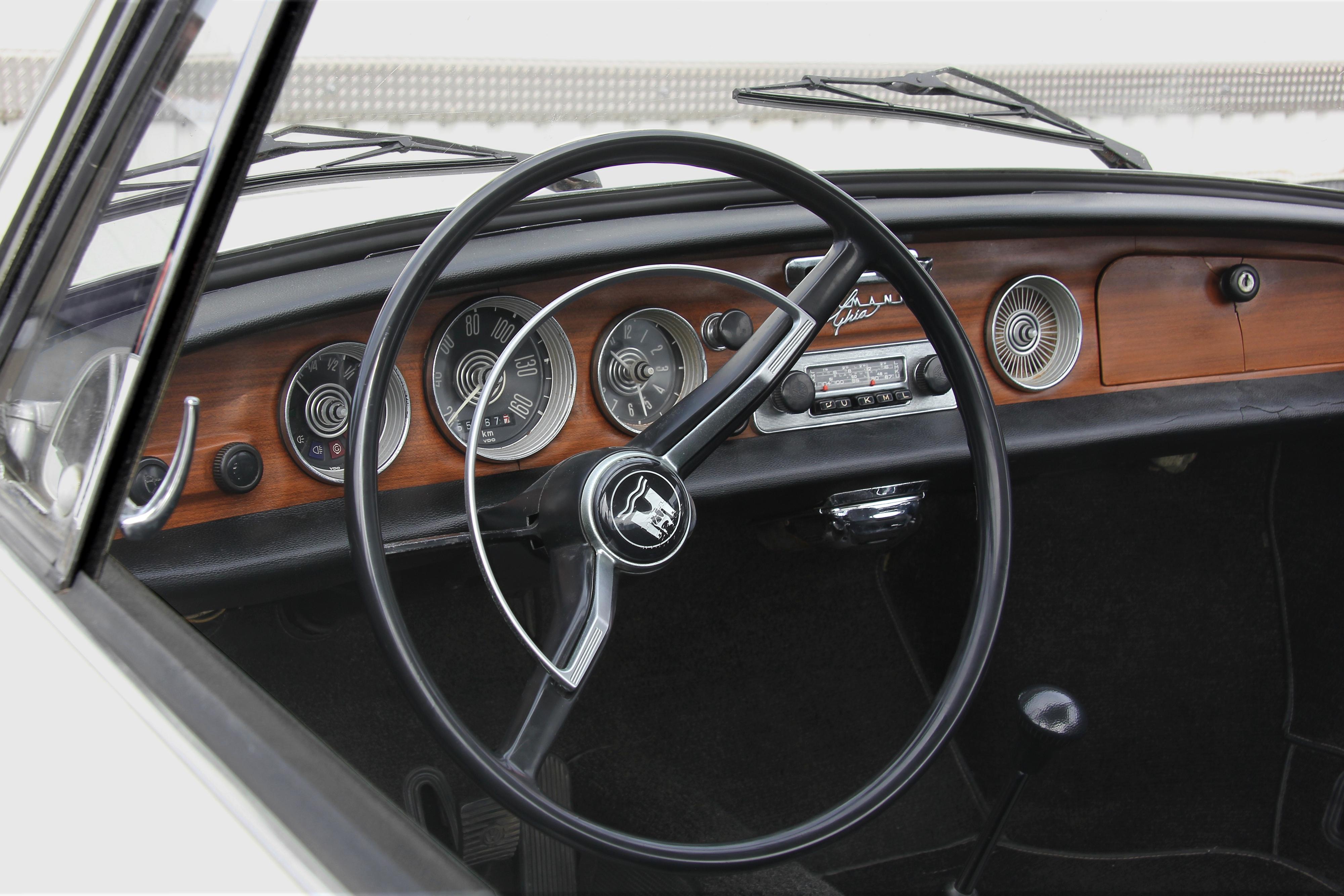 File:VW Karmann Ghia, Typ 34, Armaturenbrett (Sp).JPG - Wikimedia Commons