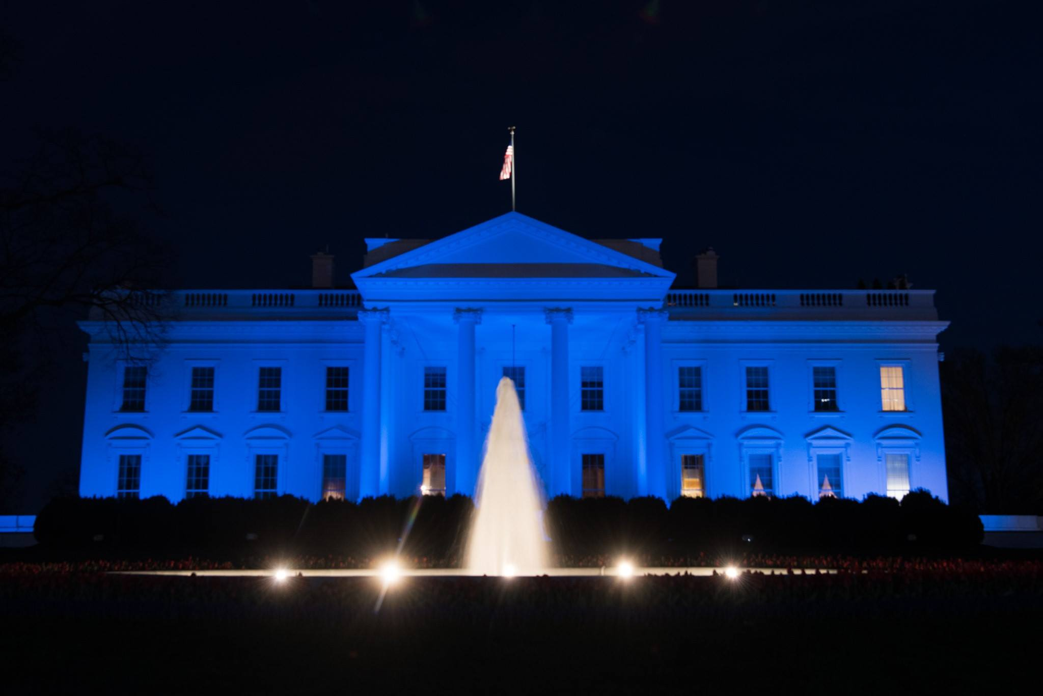 file:white house in blue for autism awareness day - wikimedia