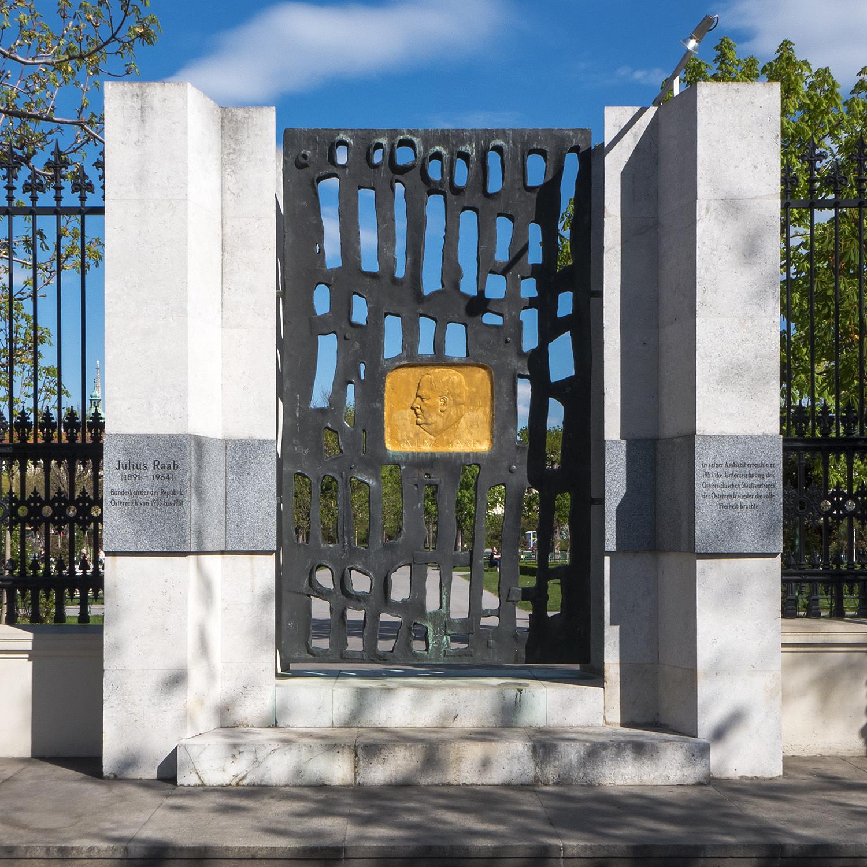Wien 01 Julius-Raab-Denkmal a.jpg