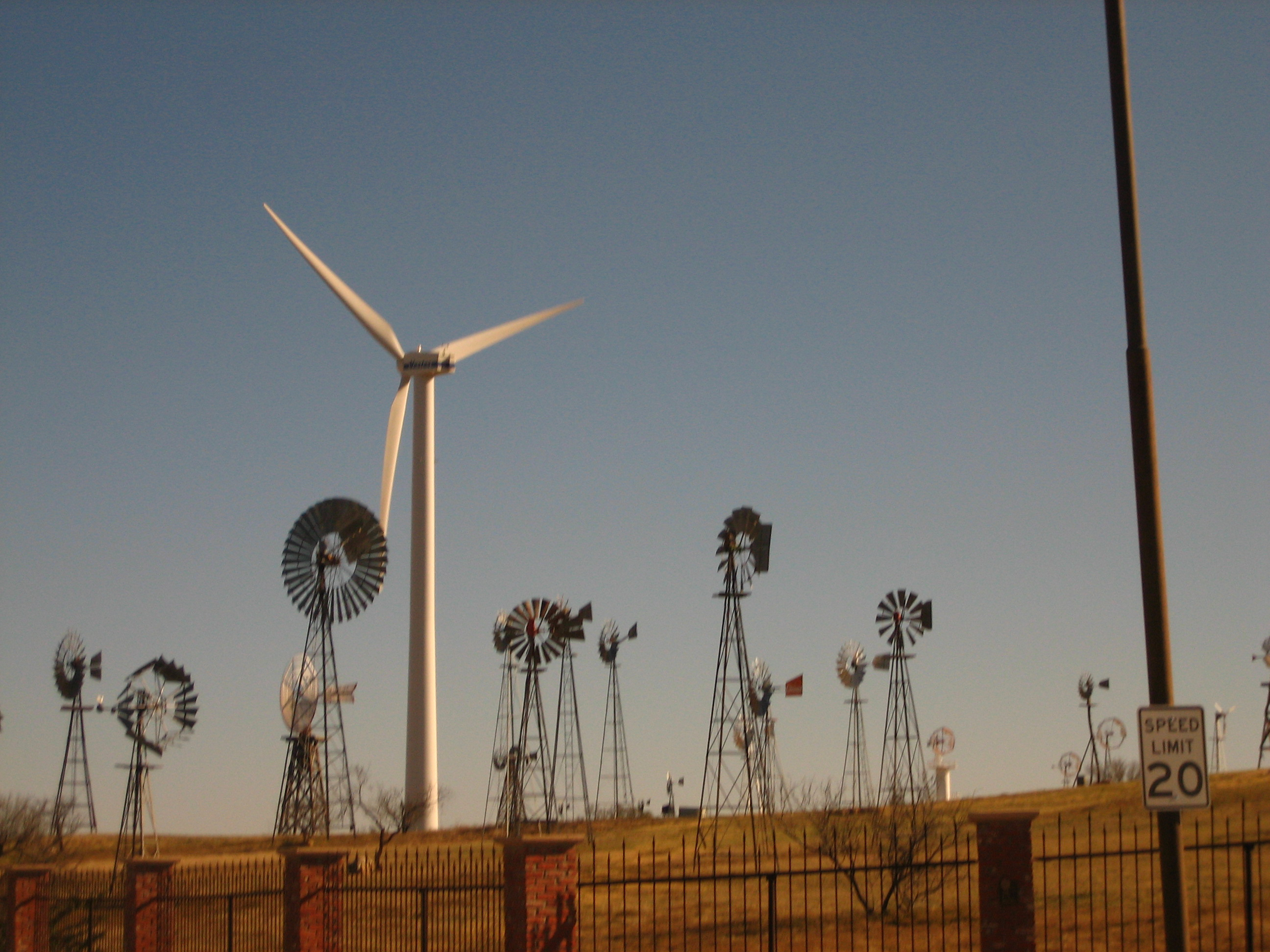 Description Windmills at American Wind Power Center in Lubbock, TX IMG ...