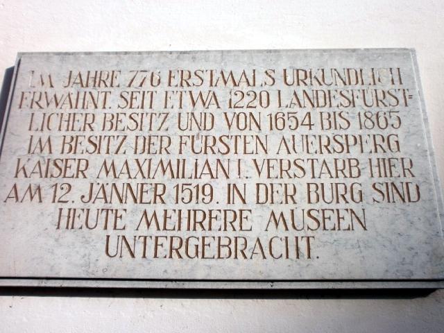 Datei:Ö - Wels, OÖ, 060118, Burg, Gedenktafel Maximilian I.jpg