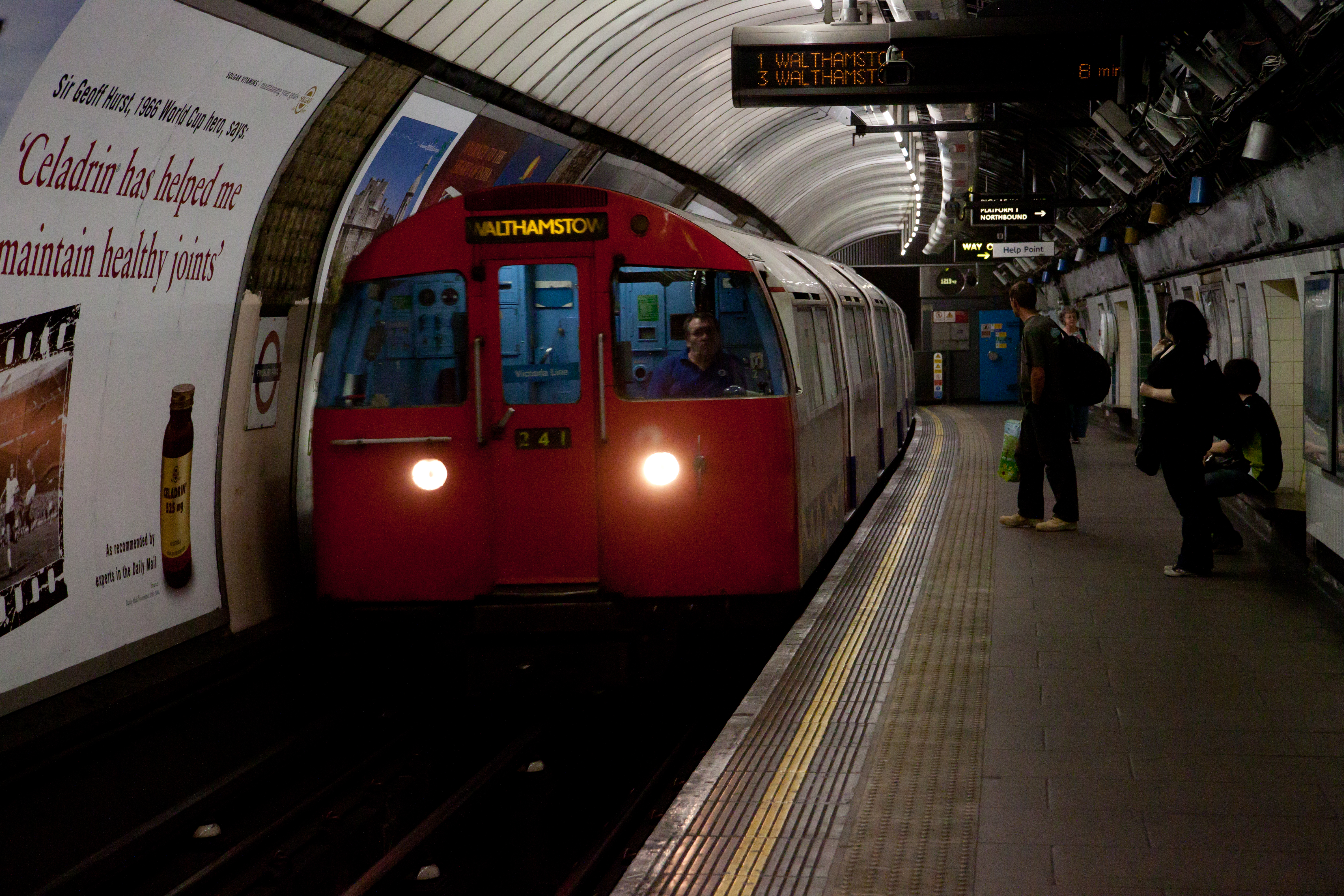 how to get to finsbury park by train