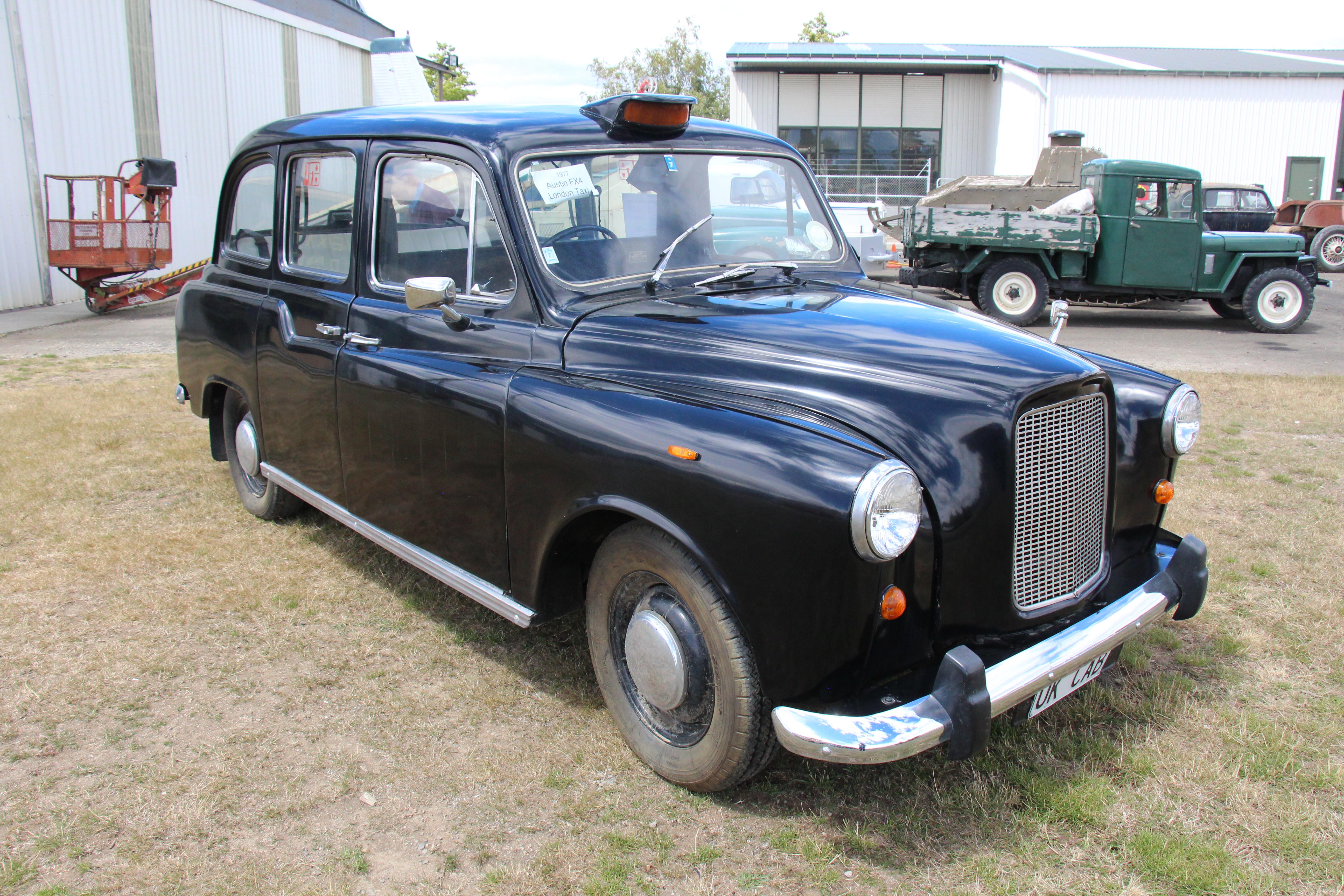 1977_Austin_FX4_London_Taxi_(32566908222).jpg