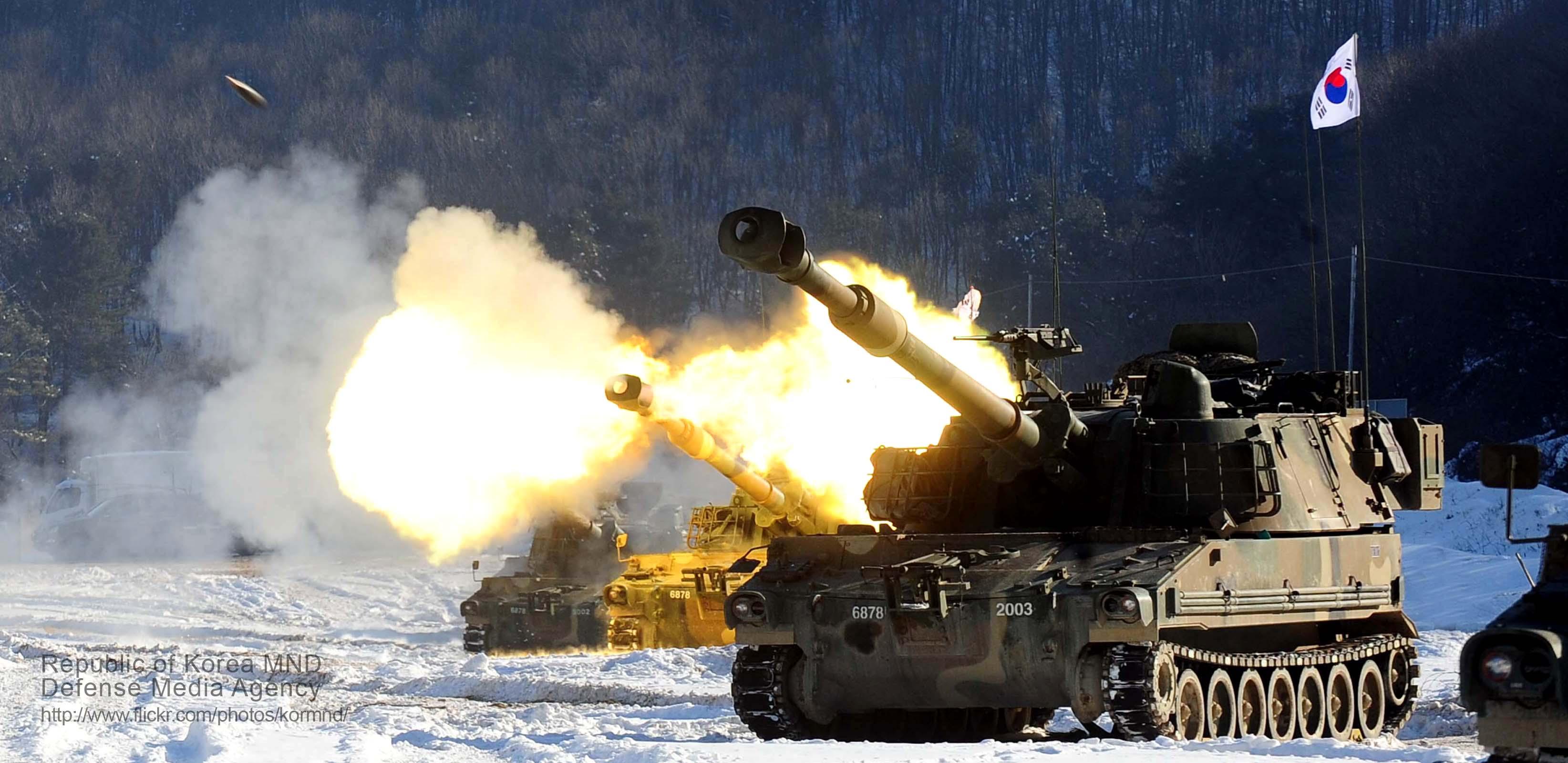 2013.1.2 육군 1군단 K-55A1 포병사격 Rep.of Korea Army K-55A1 (8340099583).jpg