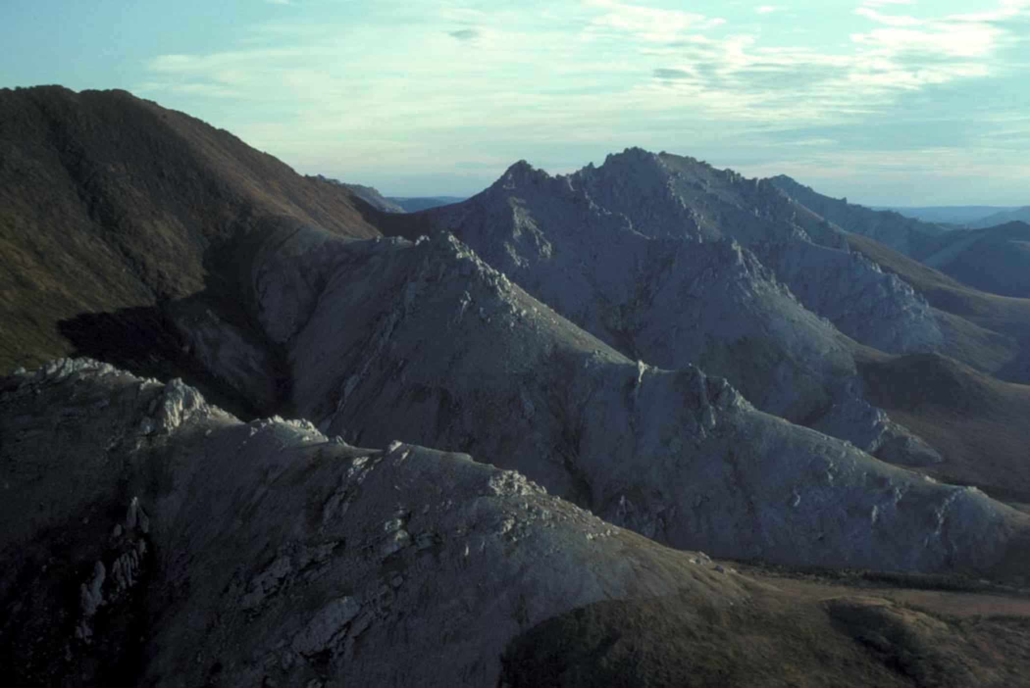 file aerial view of white mountains jpg wikimedia commons