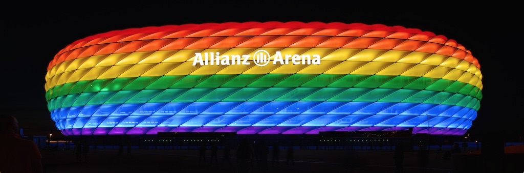file allianz arena beleuchtung zum christopher street day wikimedia commons. Black Bedroom Furniture Sets. Home Design Ideas