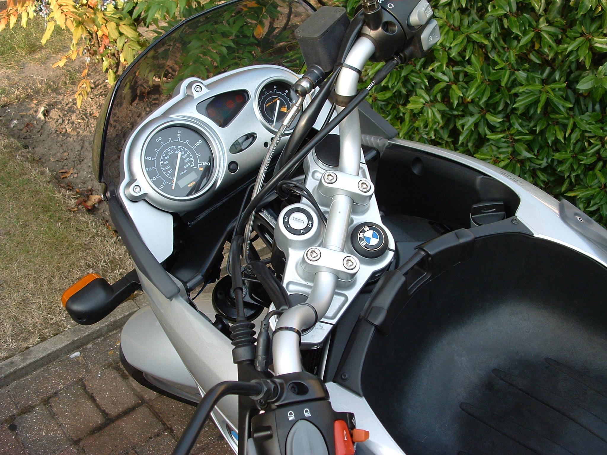 File bmw f650cs cockpit jpg wikimedia commons