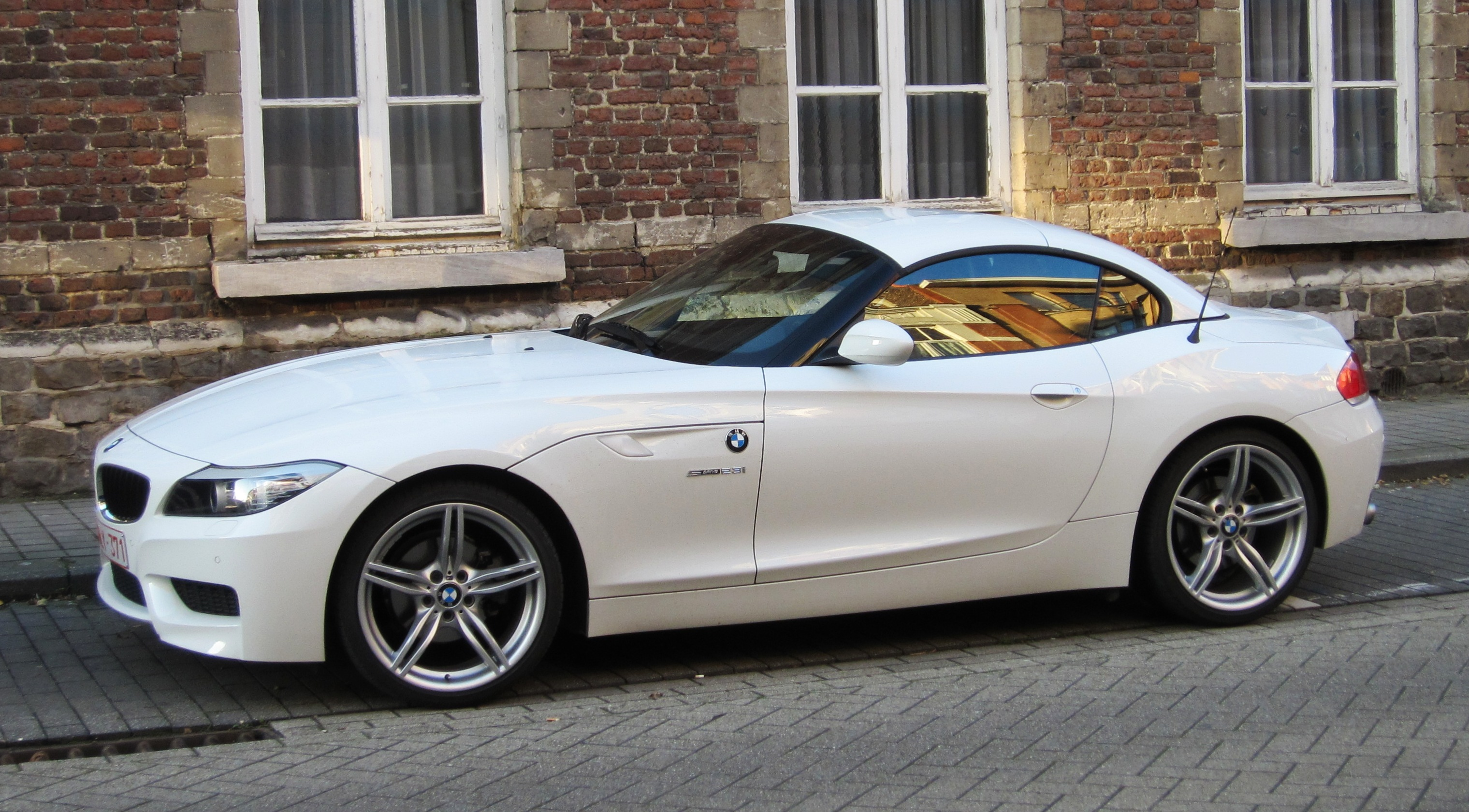 File:BMW Z4 (aka E89) sDrive 23i at St Trond.JPG - Wikimedia Commons