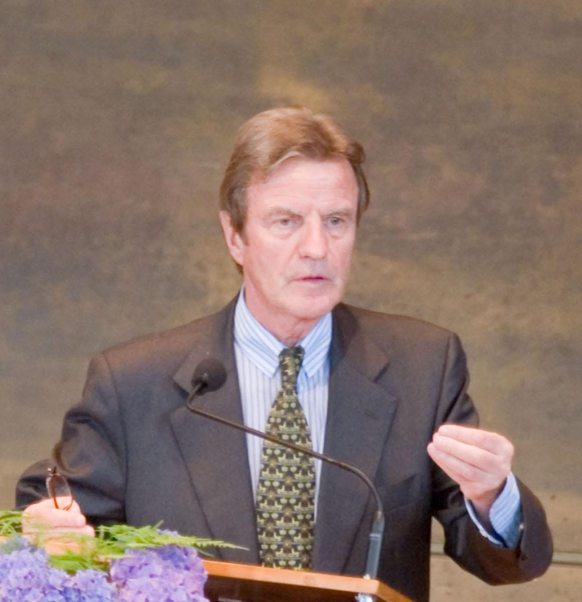 Bernard Kouchner Größe