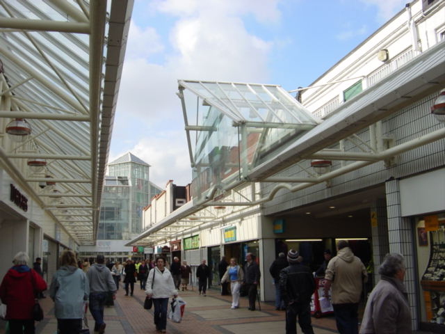 File:Birkenhead Shopping Centre - geograph.org.uk - 137587.jpg