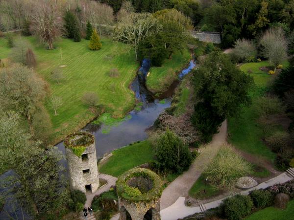 IRLANDA (fiestas paganas, filtros de amor y maldiciones) -En CONSTRUCCION- - Página 3 Blarney_Castle_grounds