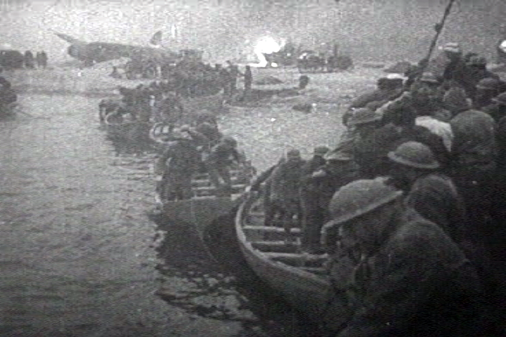 File:British troops lifeboat dunkerque.png
