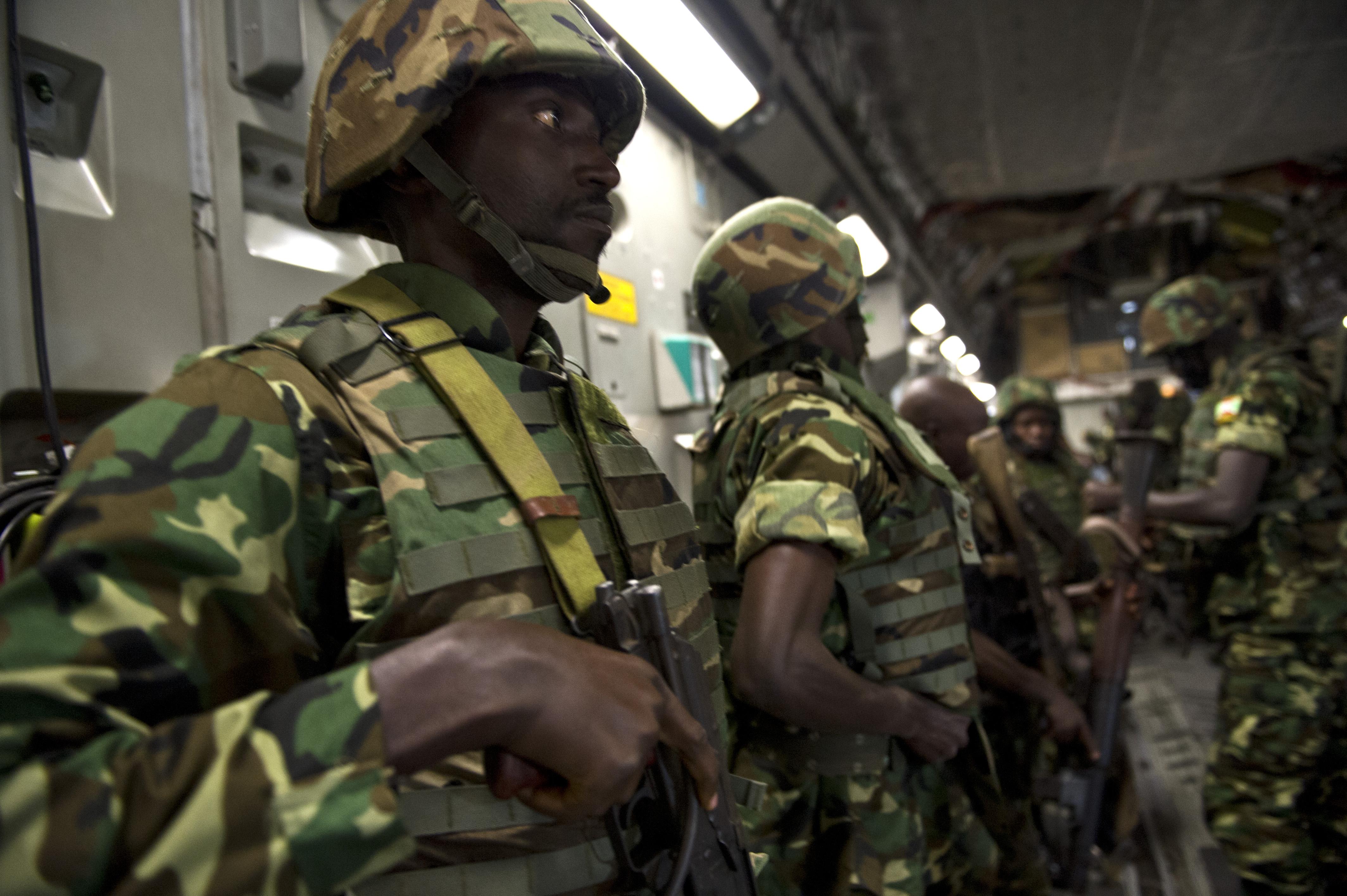 Forces armées du Burundi / National Defence Force of Burundi Burundian_soldiers_prepare_to_exit_a_U.S._Air_Force_C-17_Globemaster_III_aircraft_at_Bangui_M'Poko_International_Airport_in_Bangui,_Central_African_Republic,_Dec._13,_2013_131213-F-YM869-405