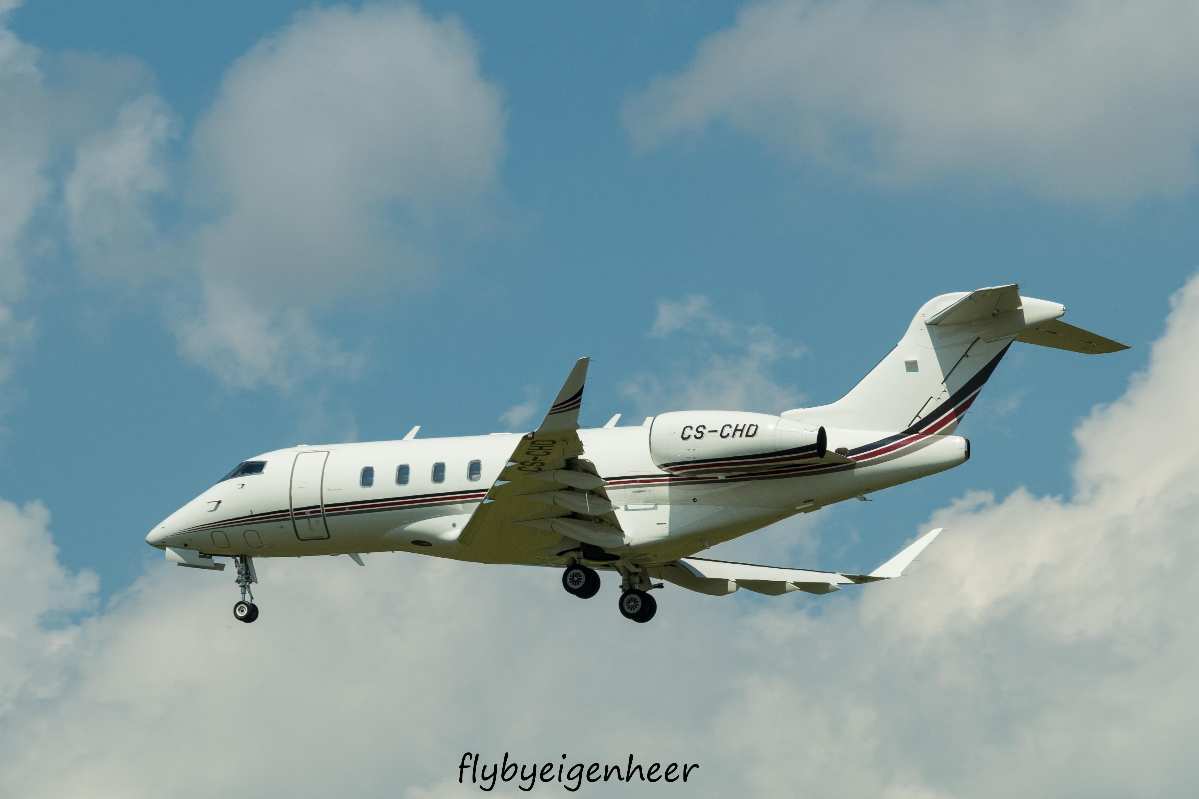 file cs chd bombardier bd 100 1a10 challenger 350 cl35 nje rh commons wikimedia org Challenger Ultralight Aircraft Bombardier Challenger Aircraft