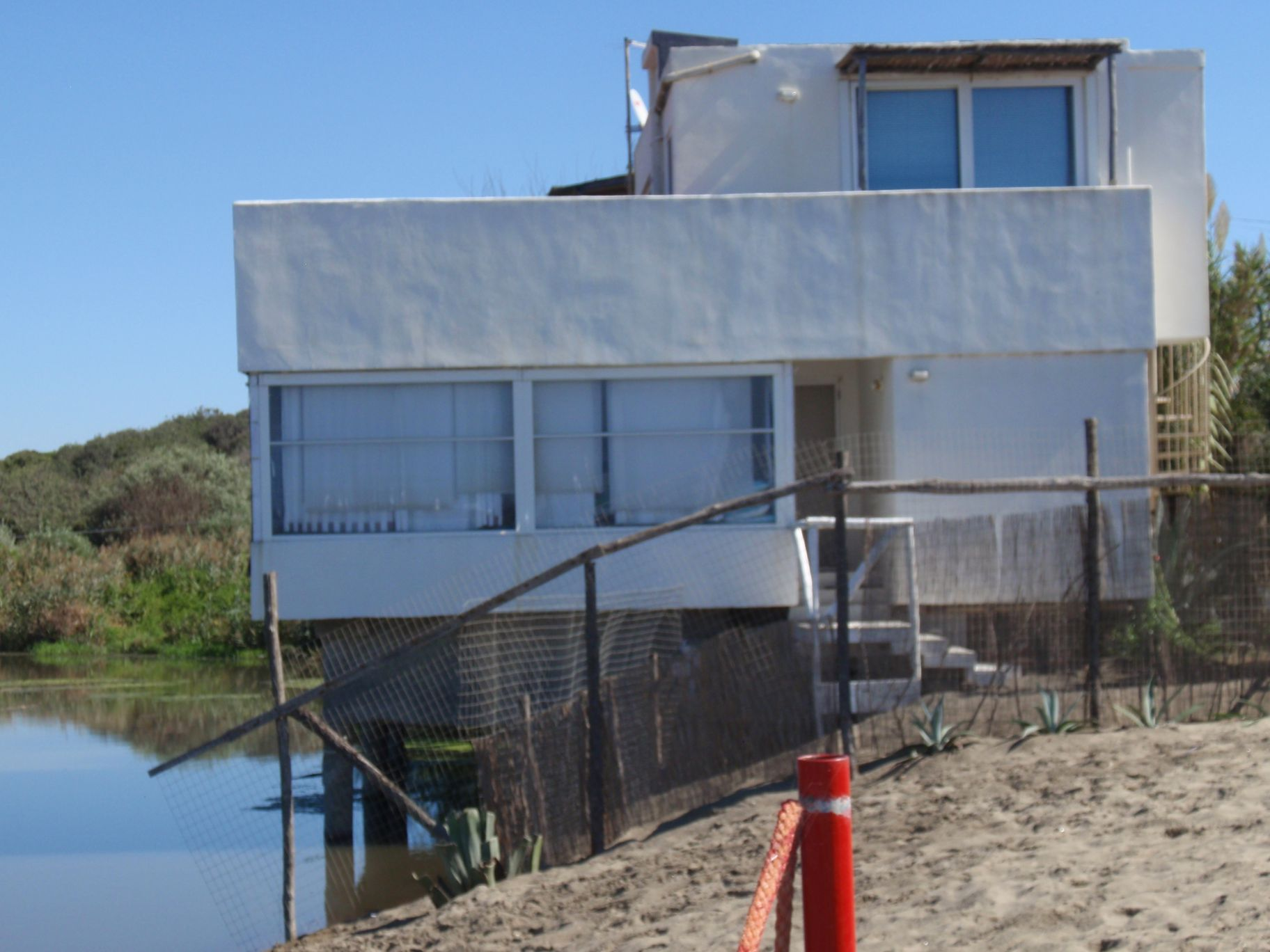 File casa costruita da alberto wikimedia commons for Casa costruita