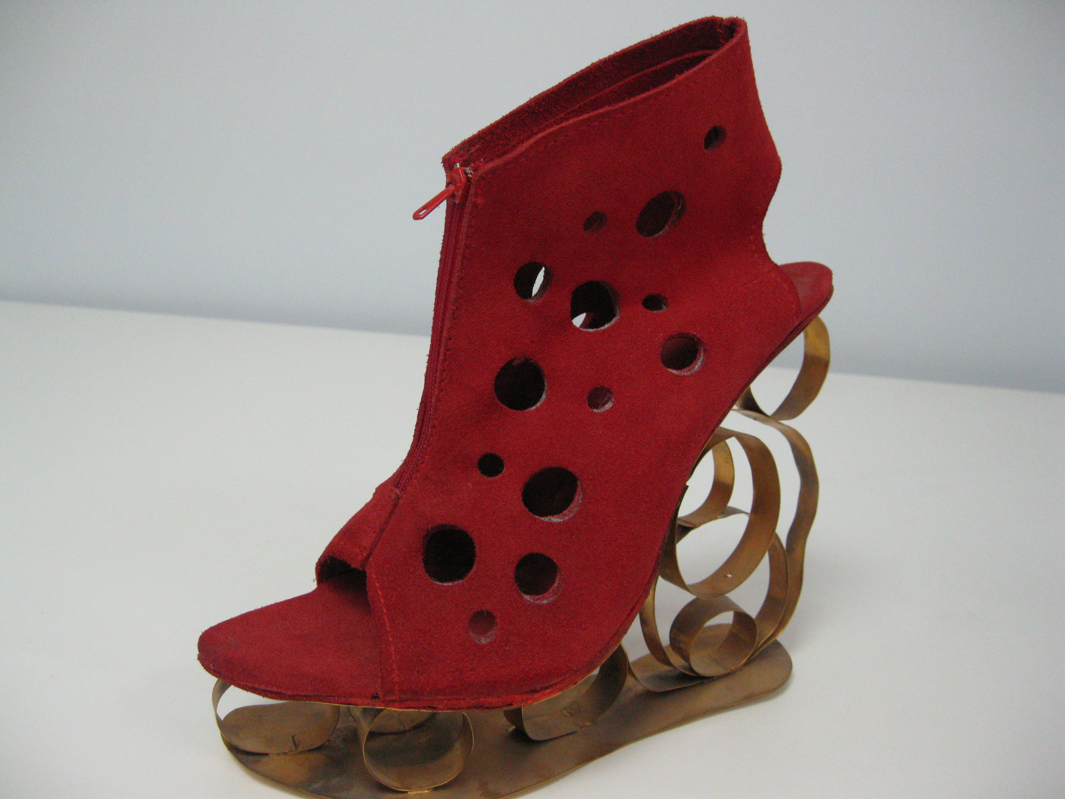 file:chaussure femme rouge - wikimedia commons