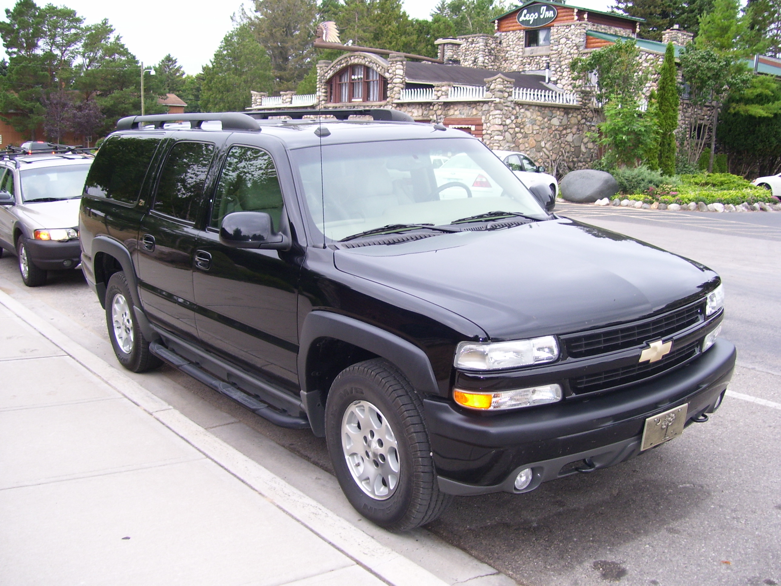 File Chevrolet Suburban 2004 1 Jpg Wikimedia Commons