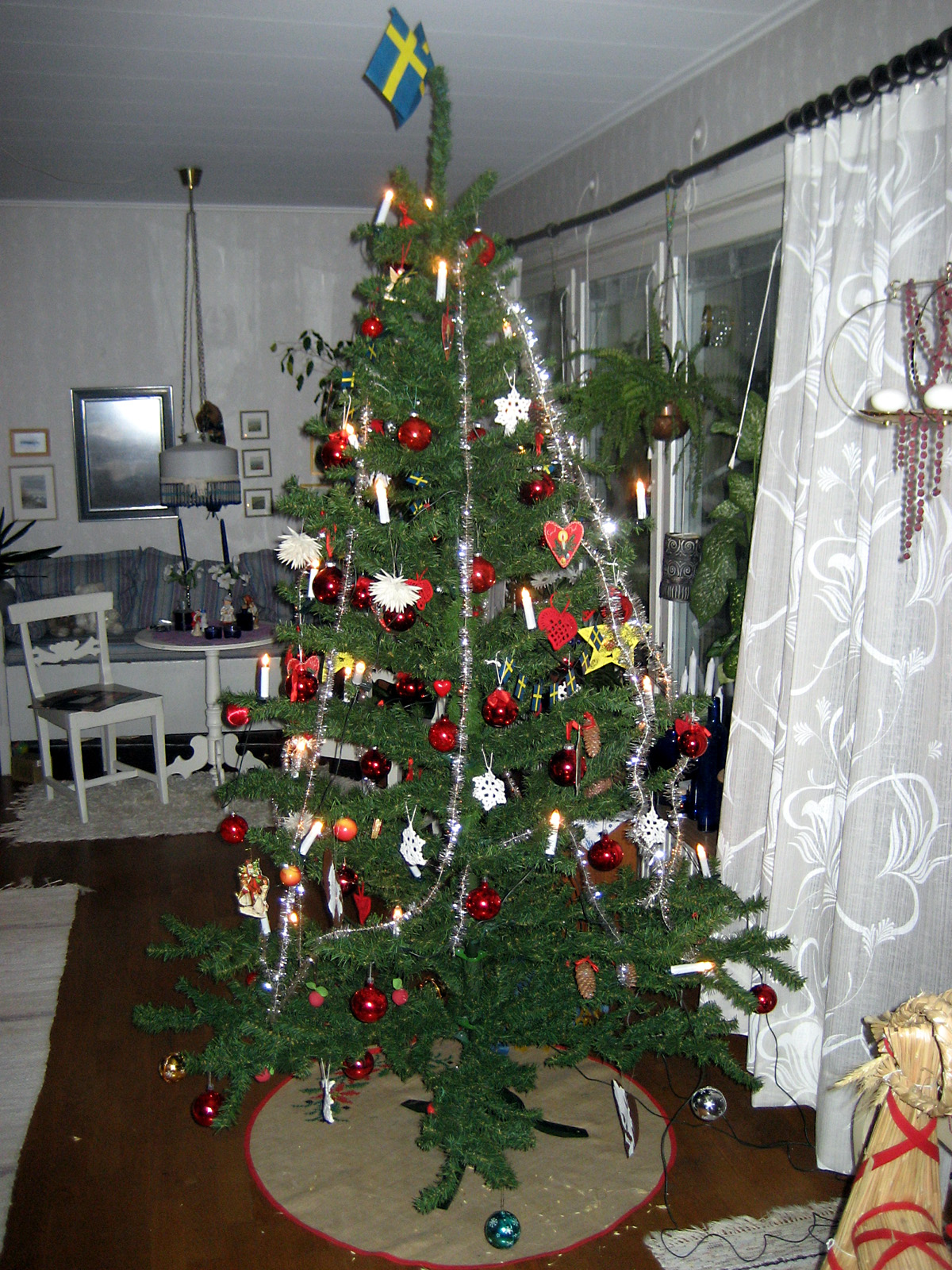 File:Christmas tree in Sweden.jpg - Wikimedia Commons