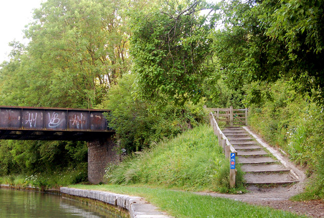 Cycleway and towpath, Grand Union Canal - geograph.org.uk - 1344092