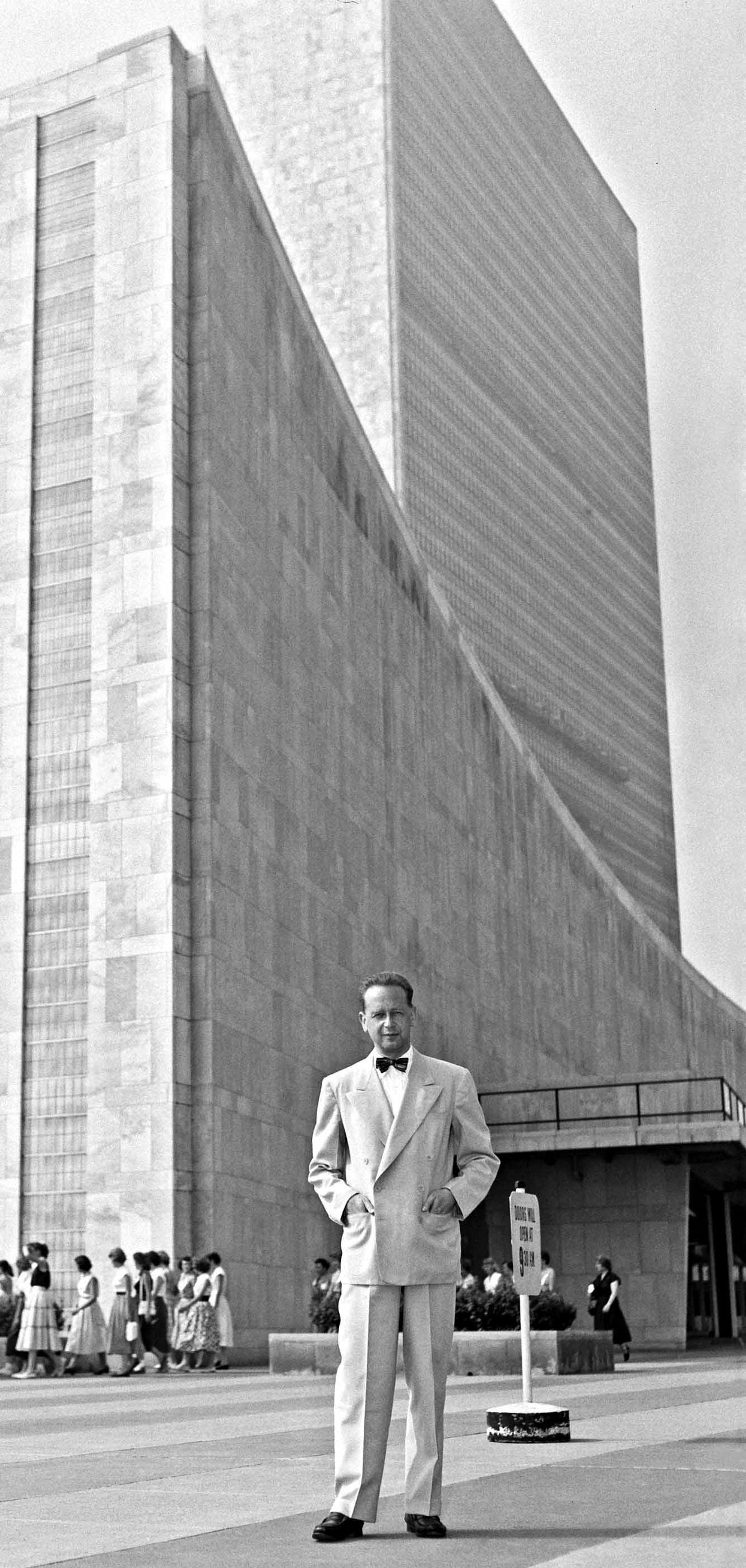 FileDag Hammarskjold Outside The UN Building 2