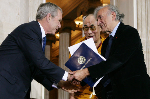 Description Dalai Lama and Bush welcome Elie Wiesel (2007).jpg
