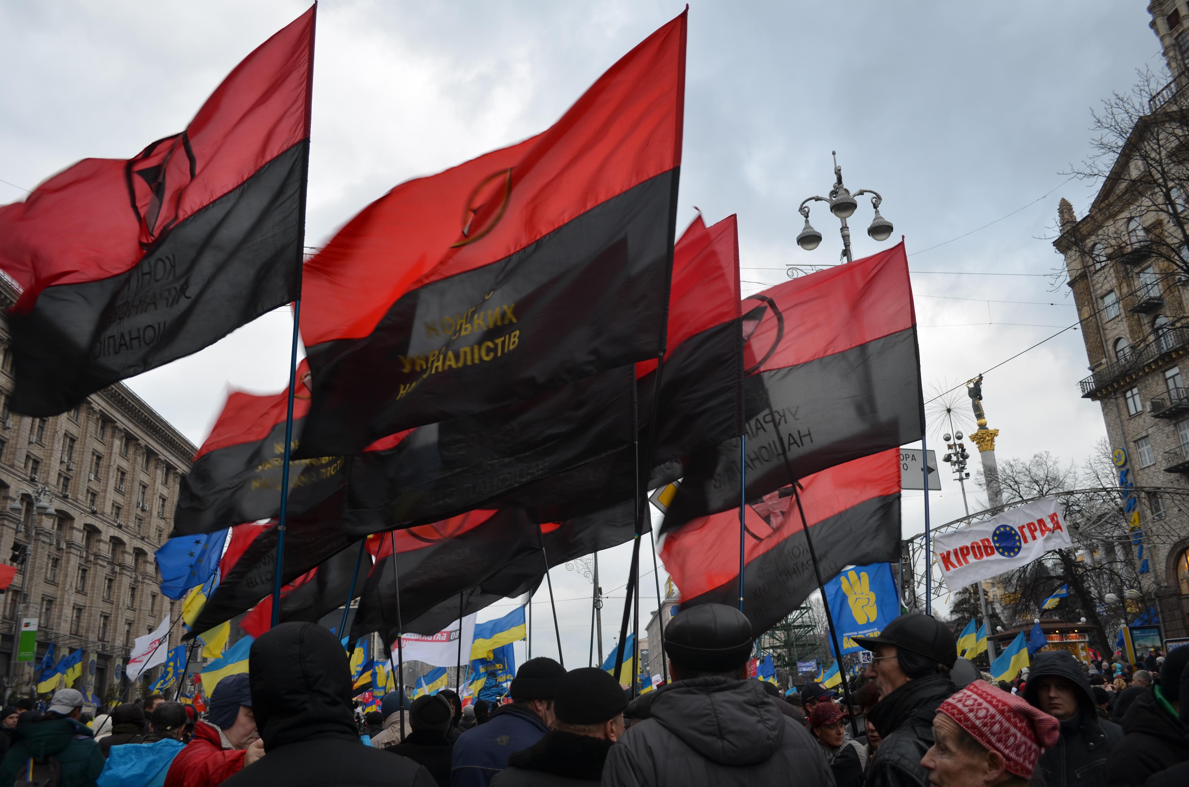 https://upload.wikimedia.org/wikipedia/commons/1/1e/Euromaidan-01-dec-2013_41.JPG