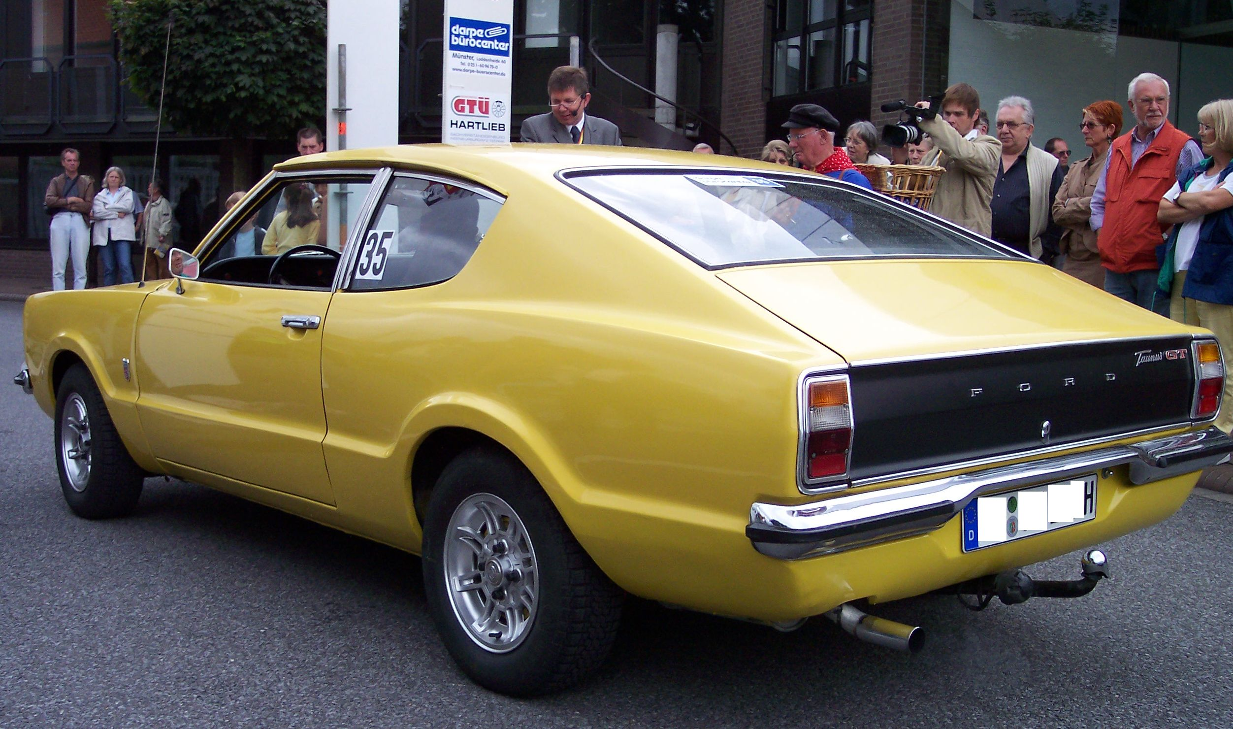 File:Ford Taunus Coupe 2.0 1972 yellow hl2.jpg - Wikimedia ...