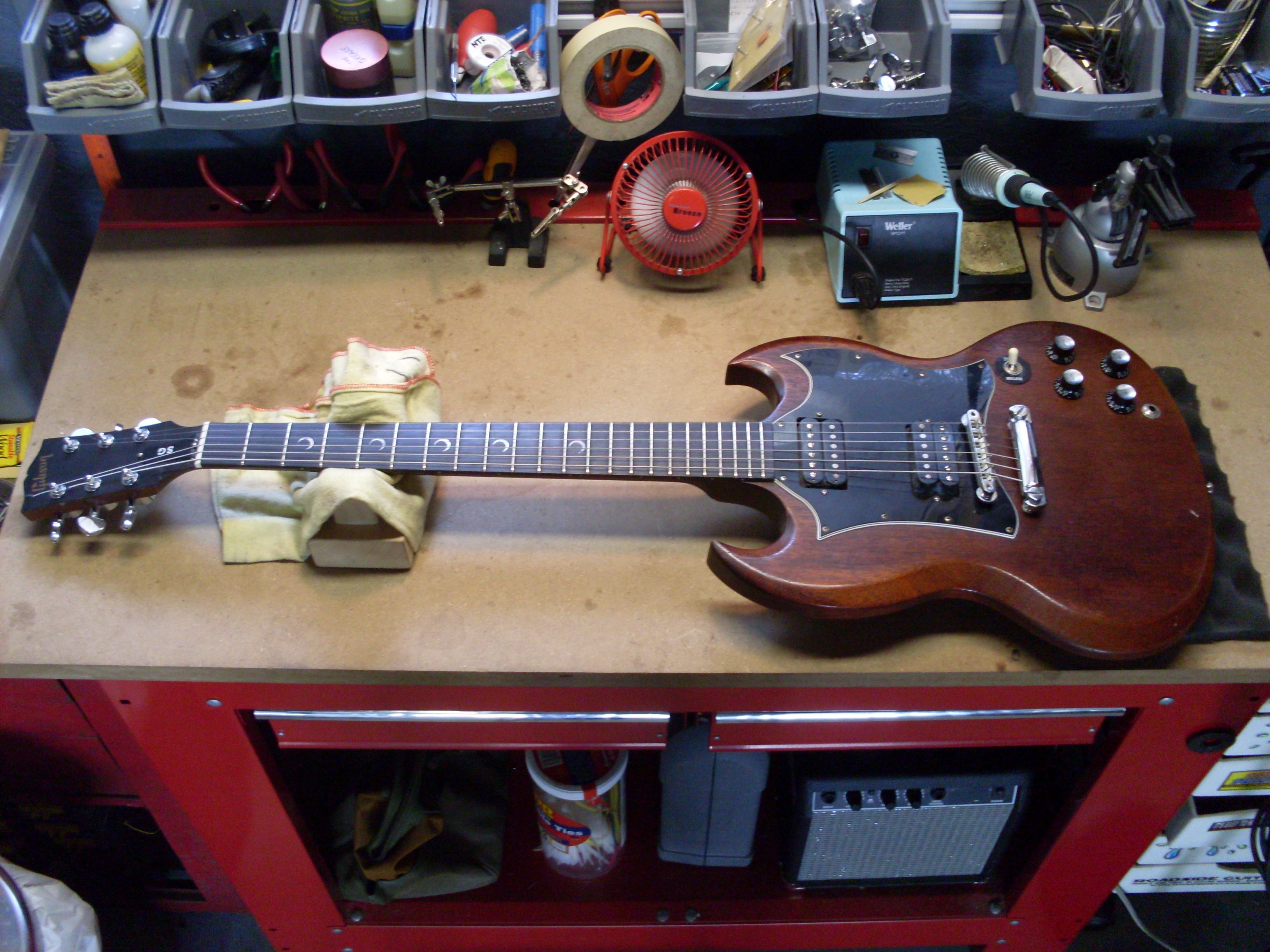 File:Gibson SG Special Faded with Crescent Inlays on Bench