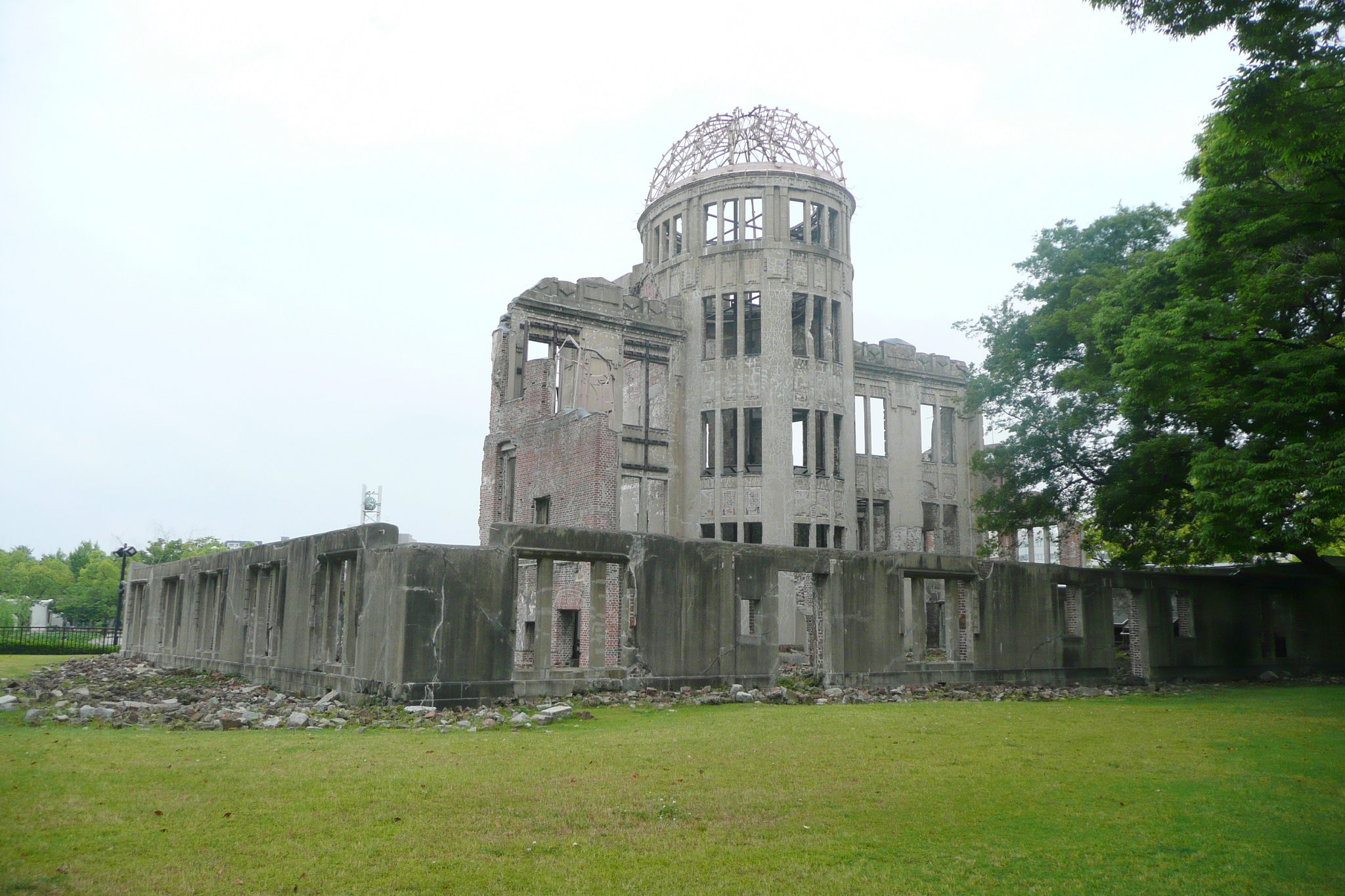 hiroshima bombing essay Hiroshima study guide contains a biography of john hersey, literature essays, quiz questions, major themes, characters, and a full summary and analysis.