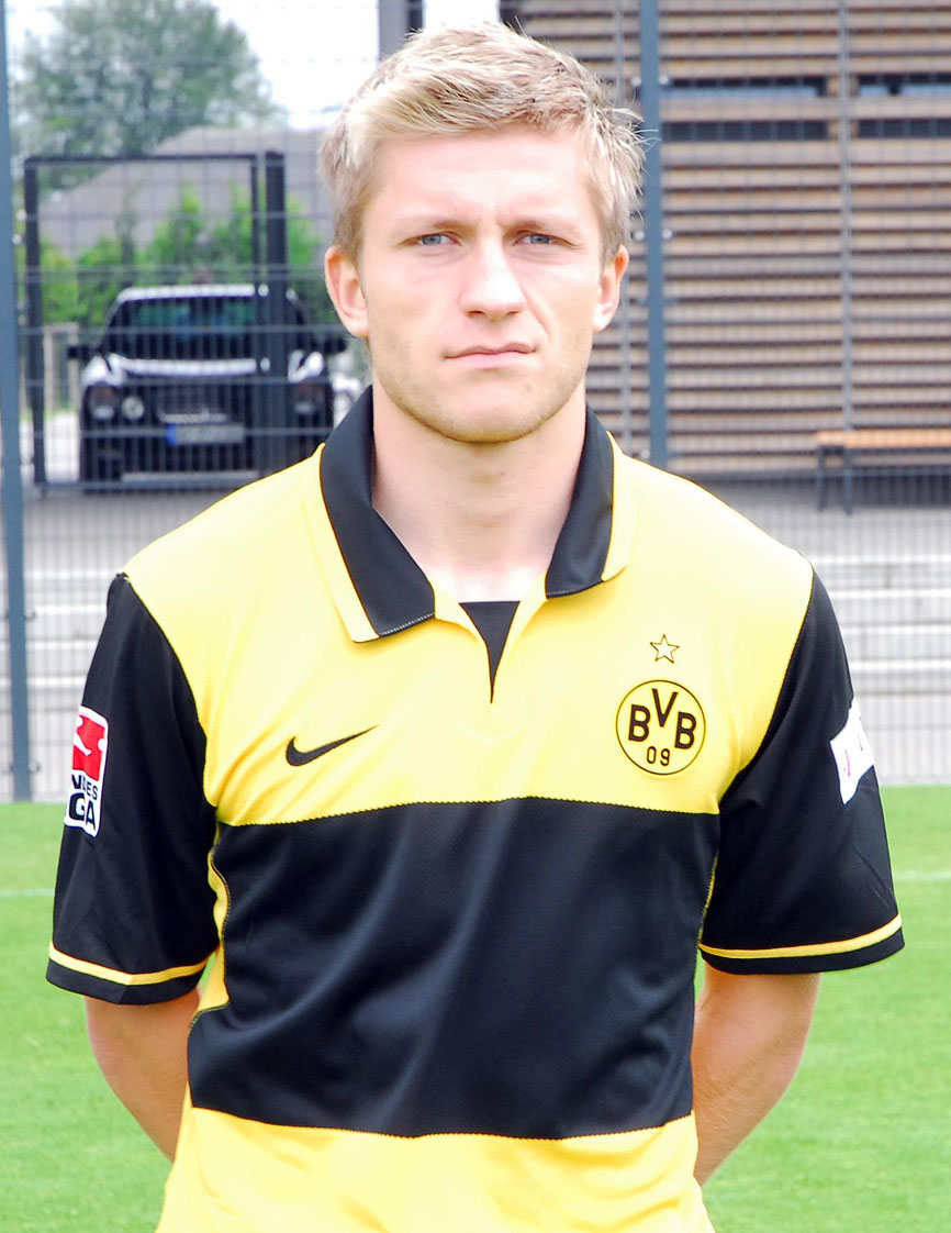 Jakub Blaszczykowski with a weight of 72 kg and a feet size of N/A in favorite outfit & clothing style