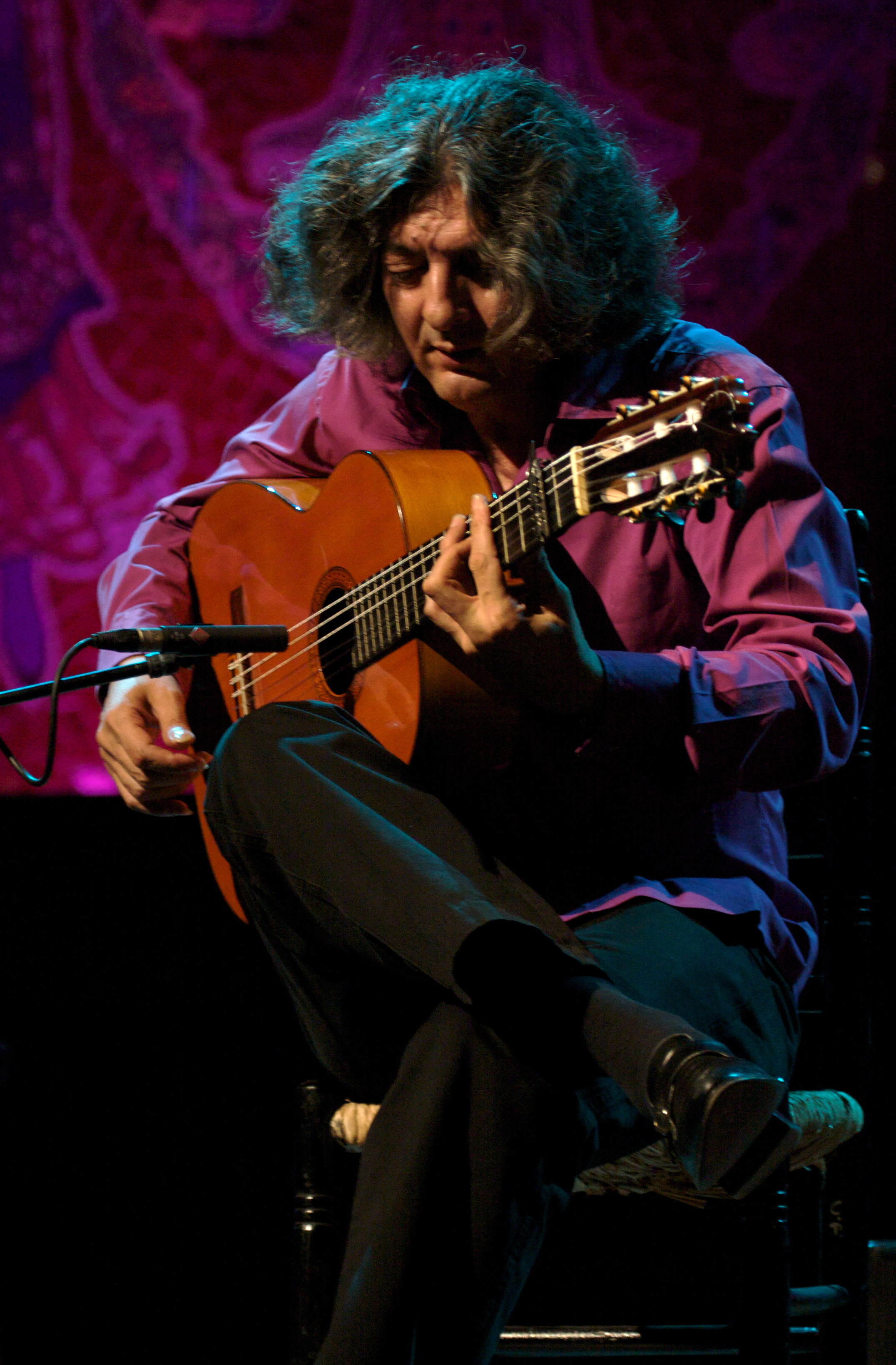 '''<small><div class='Enllasrelacio' style='border:0;margin-right:8px;'><br>Moraíto Chico (Manuel Moreno Junquera: Jerez de la Frontera, 13 de septiembre de 1956 - ibíd., 10 de agosto del 2011) fue un guitarrista flamenco gitano español.</div><br>  <div class='Enllasrelacio' style='color:#666666;font-size:9px;'>Leer más</div>  <div style='clear:both;margin-top:12px;float:left;'>&nbsp;</div></div><div class='Blocsumari'><div class='Titolrelacio'>Artículos relacionados</div>  <div class='Enllasrelacio' onmouseover='color_over(this)' onmouseout='color_out(this,0)'><a href='co/2899/2/fallece-en-jerez-de-la-frontera-el-guitarrista-moraito-chico'>Fallece en Jerez de la Frontera el guitarrista «Moraíto Chico» <span style='color:#777777'>[11/08/2011]</span>  </a></div></div>  </div><div class='marccanconer'><div id='canconer' class='canconer'><div style='font-family: Calibri, Verdana, Arial, Helvetica, sans-serif;font-size: 22px;font-weight: bold;color: #000030;letter-spacing: -1px; text-align: left;border-top: 2px solid #999999;border-bottom: 1px solid #cccccc;'>Miguel Poveda</div><a href='nc/11094/0/y-yo-que-culpa-tengo-rafael-fernandez-suarez-manuel-moreno-junquera'><big>Y yo qué culpa tengo</big></a>  <em>(<a href='aa/2133/0/canciones-de-rafael-fernandez-suarez'>Rafael Fernández Suárez</a> - <a href='aa/2118/0/canciones-de-manuel-moreno-junquera'>Manuel Moreno Junquera</a>)</em><br>  </div></div></div>          <script language=