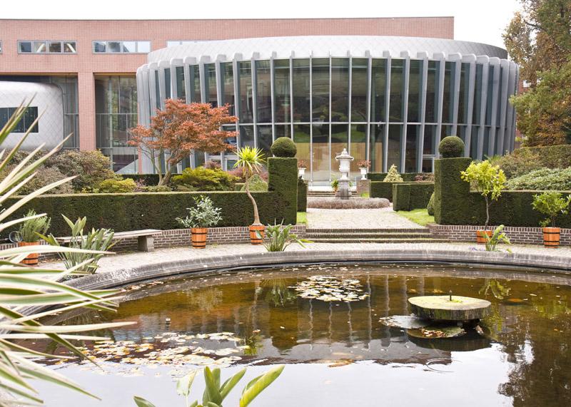 File:La bibliothèque et l'académie de droit international.jpg