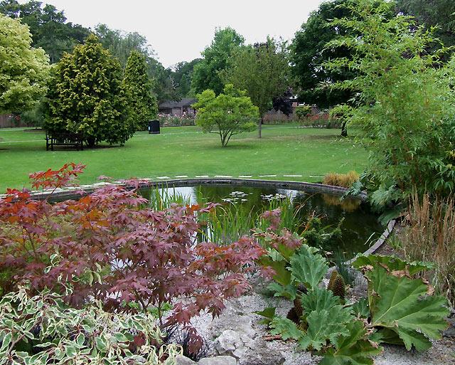 File:Landscaped Gardens At Eltham Crematorium, Falconwood   Geograph.org.uk