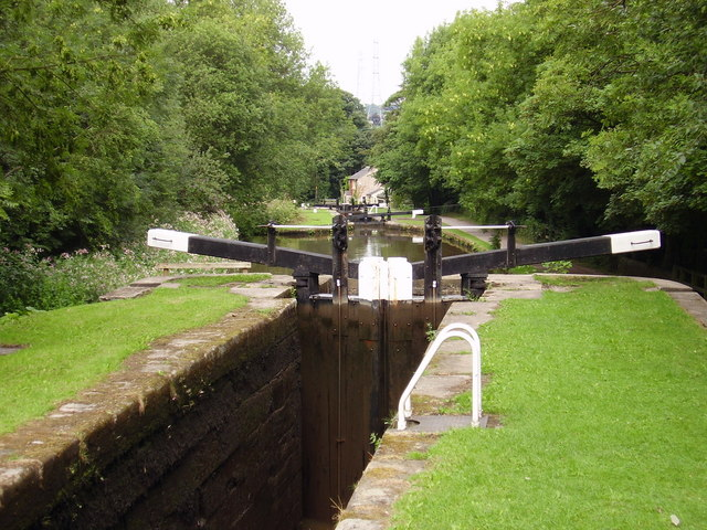 Locks on Peak Forest Canal - geograph.org.uk - 985966