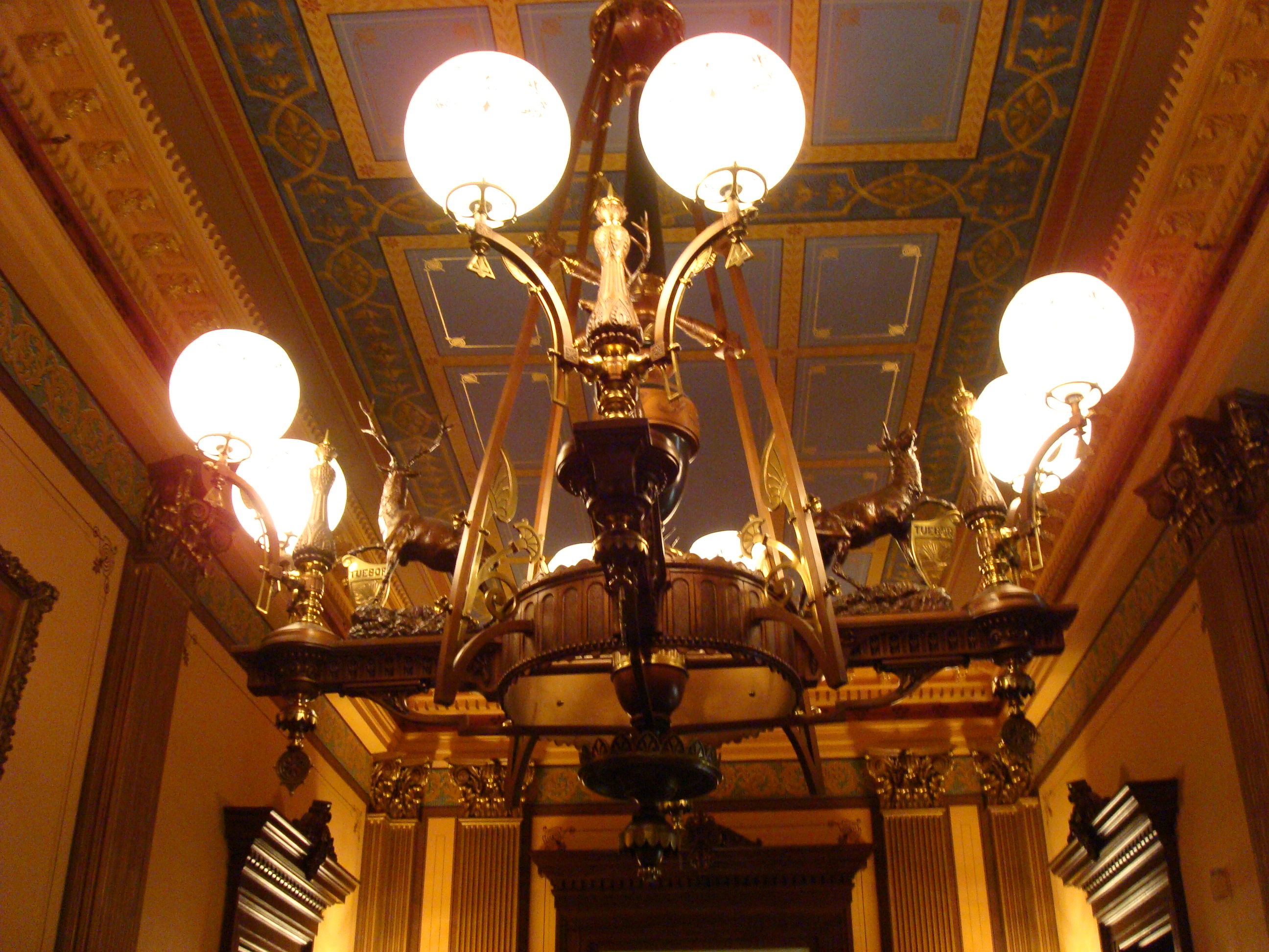 File Michigan State Capitol chandelier Wikimedia mons