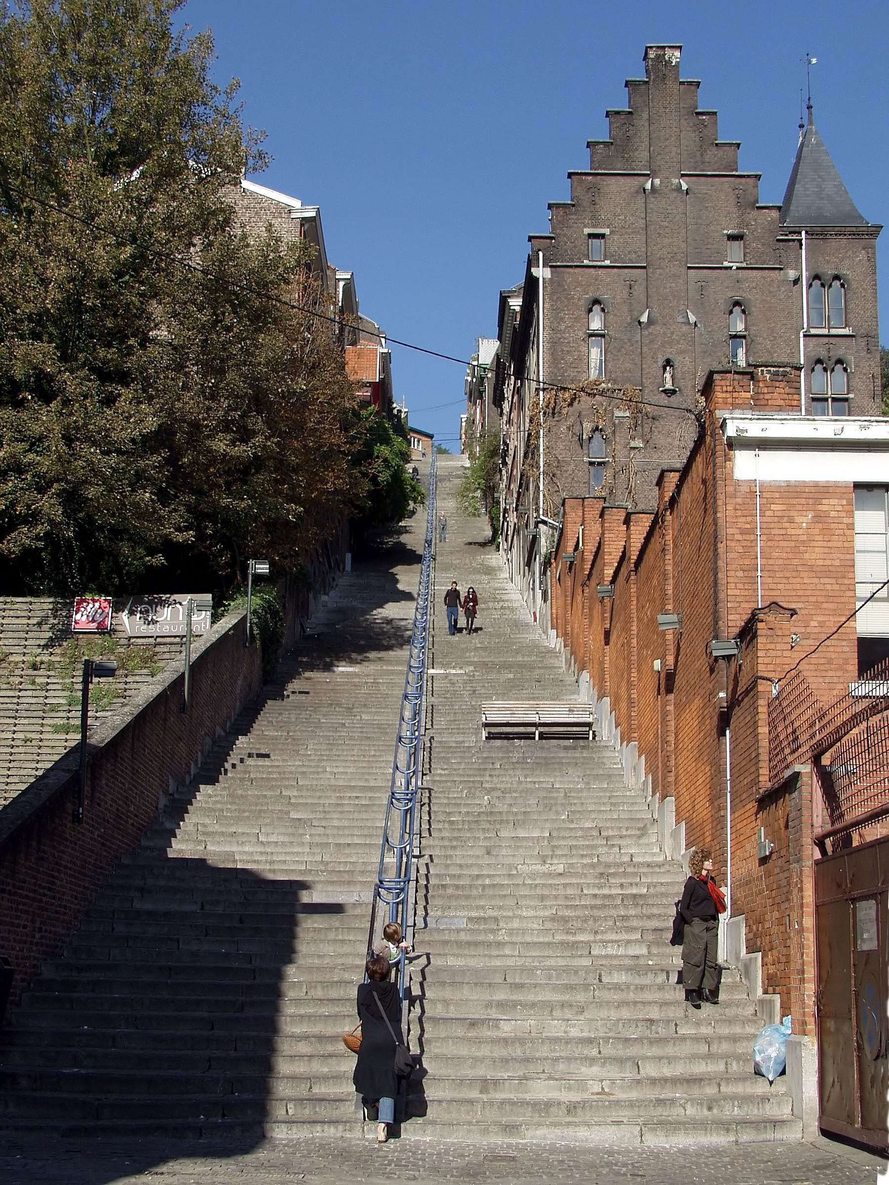 file montagne de bueren stairs liege wikimedia commons. Black Bedroom Furniture Sets. Home Design Ideas
