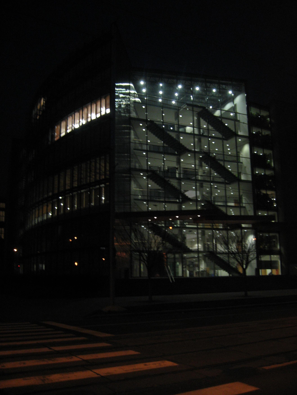 Moravská zemská knihovna v noci.jpg