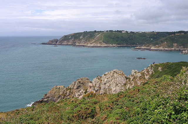 File:Moulin Huet Bay, Guernsey - geograph.ci - 112.jpg