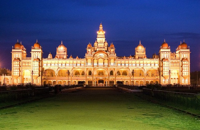 Fichier:Mysore Palace Night.jpg