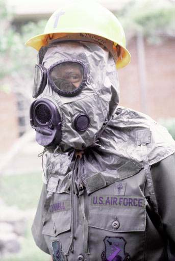 United States Airman wearing an M-17 nuclear, biological, and chemical warfare mask and hood NBC-Mask M-17.jpg