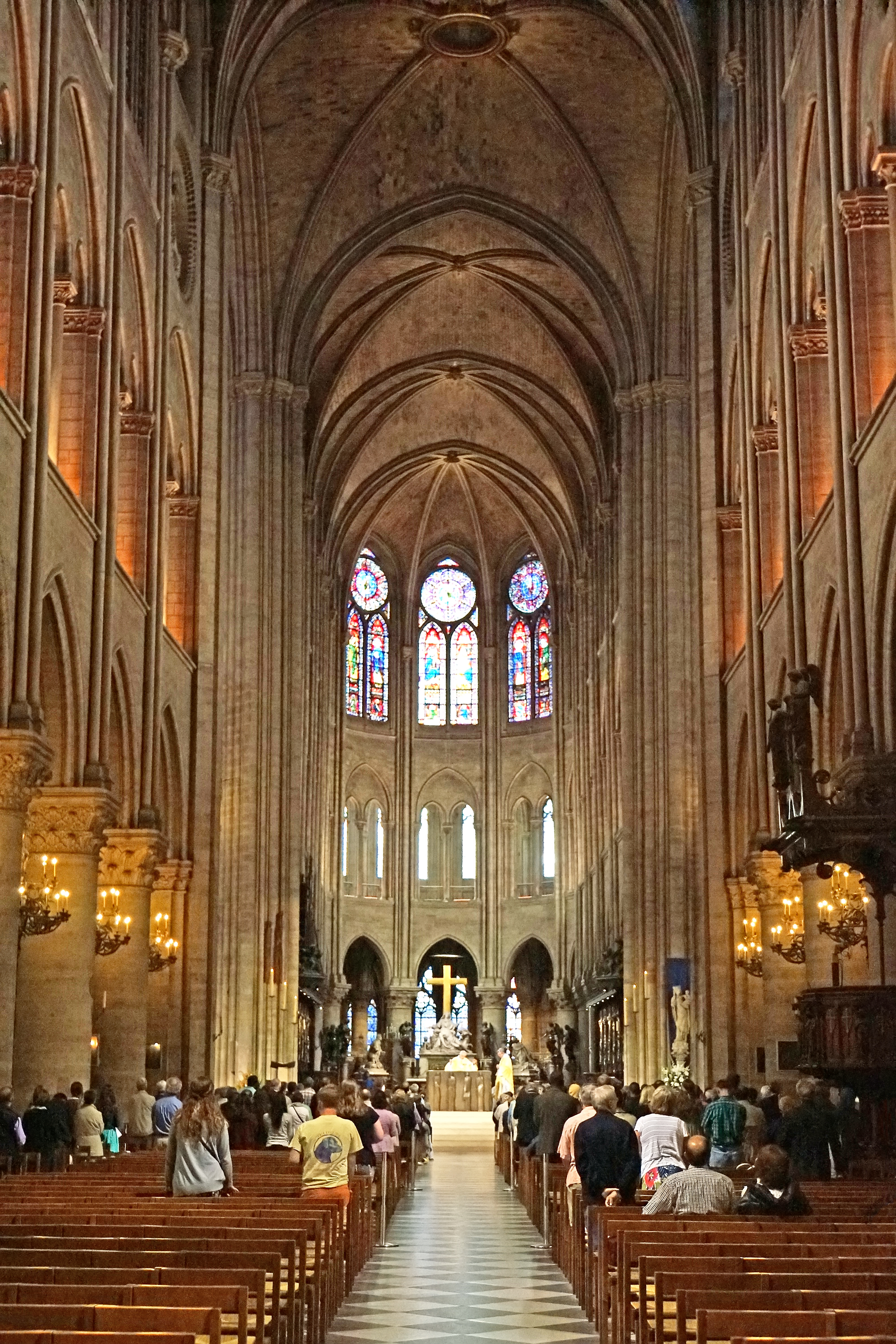 http://upload.wikimedia.org/wikipedia/commons/1/1e/Nave_of_Notre-Dame_de_Paris%2C_22_June_2014_002.jpg